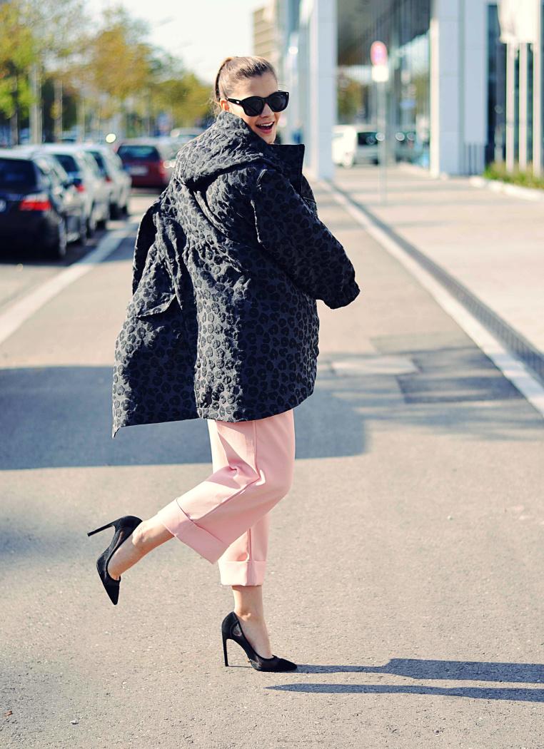 Fashionbloggermünchen-fashionblogger-blogger-fashionblog-münchen-munich-fashion-outfit-mode-style-streetstyle-bloggerstreetstyle-fashiioncarpet-fashiioncarpet-look-ootd-fashionblogdeutschland-deutscherfashionblogger-fashionbloggergermany-germanblogger-leopardenparke-parka-H&M-Mesehpumps-culotte