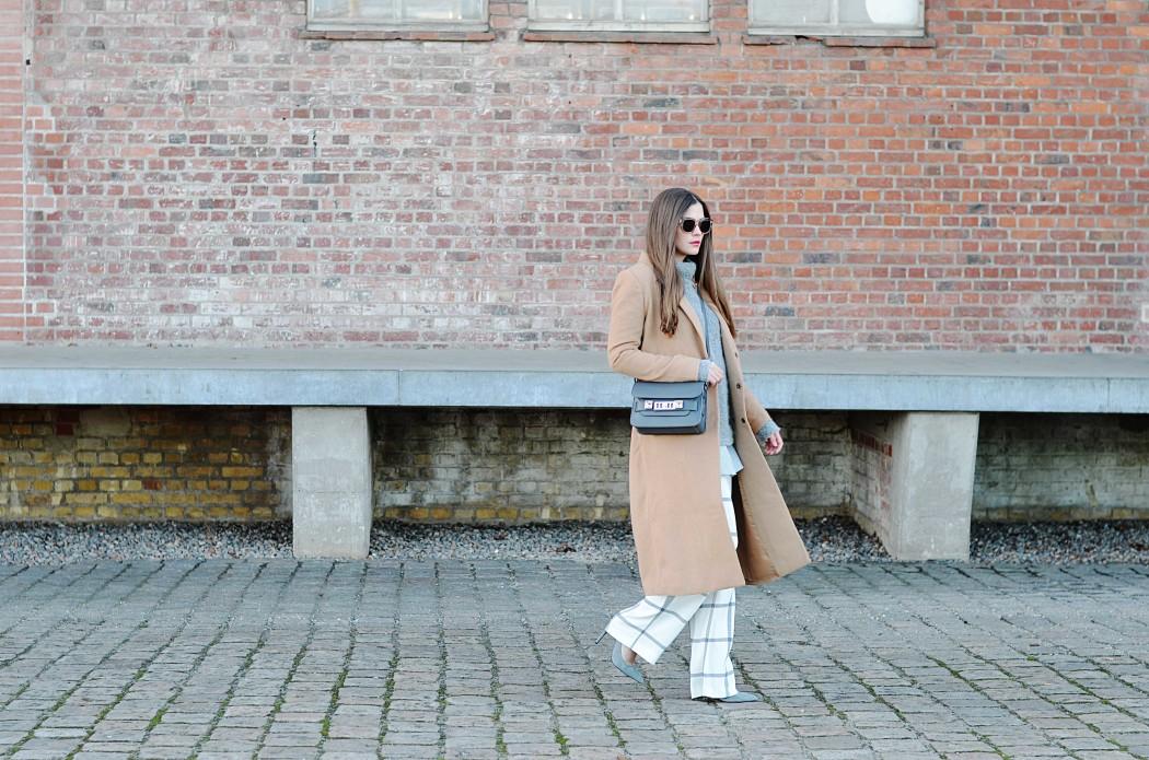 Fashionbloggermünchen-fashionblogger-blogger-fashionblog-münchen-munich-fashion-outfit-mode-style-streetstyle-bloggerstreetstyle-fashiioncarpet-fashiioncarpet-look-ootd-fashionblogdeutschland-deutscherfashionblogger-fashionbloggergermany-germanblogger-fashionbloggerdeutschland-deutschland-fashionblogger -proenzaschoueler-proenzaschoulerps11mini-proenzaschouler-proenzaschoulerps11- proenzaschouler-proenzaschoulerps11mini-proenzaschouler-proenzaschoulerps11- camelcoat-camelmantel-camel-beigemantel-tovessentials-mangosale-stoffhose-mantel-camelmantel-YSL