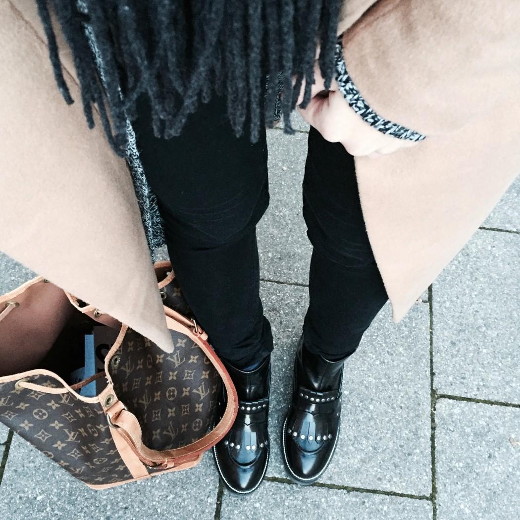 Fashionbloggermünchen-fashionblogger-blogger-fashionblog-münchen-munich-fashion-outfit-mode-style-streetstyle-bloggerstreetstyle-fashiioncarpet-fashiioncarpet-look-ootd-fashionblogdeutschland-deutscherfashionblogger-fashionbloggergermany-germanblogger-fashionbloggerdeutschland-deutschland-fashionblogger-instagram-fashiioncarpetinstagram-louisvuittonzacnoe-ashboots-proenzaschouler- proenzaschoulerps11mini-proenzaschouler-proenzaschoulerps11- proenzaschouler-chanelbrosche-chanelpin