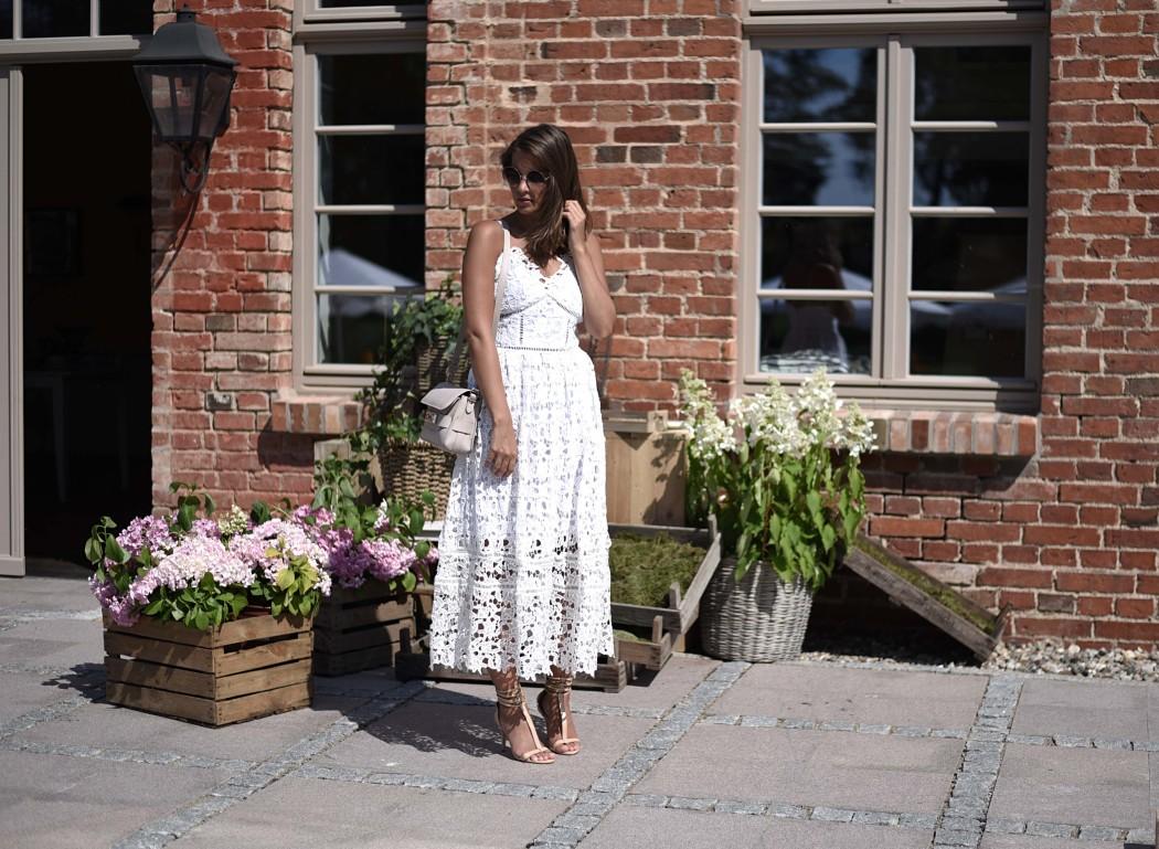 Fashionbloggermünchen-fashionblogger-blogger-fashionblog-münchen-munich-fashion-outfit-mode-style-streetstyle-bloggerstreetstyle-fashiioncarpet-fashiioncarpet-look-ootd-fashionblogdeutschland-deutscherfashionblogger-fashionbloggergermany-germanblogger-fashionbloggerdeutschland-deutschland-fashionblogger-layering- Deutschland-fashionbloggerdeutschland-Fashionbloggermünchen-fashionblogger-blogger-fashionblog-münchen-munich-fashion-outfit-mode-style-streetstyle-bloggerstreetstyle-fashiioncarpet-fashiioncarpet-look-ootd-fashionblogdeutschland-deutscherfashionblogger-fashionbloggergermany-germanblogger-fashionbloggermany-modeblogmünchen-modebloggermany-fashionbloggerdeutschland-fashionblogger-deutschland-self-portrait-spitzenkleid-weiß-AzaeleaLookAlikeLaceDress-selfportraitAzaeleaDress-proenzaschouerps11-proenza-schouler-ps-11-beige