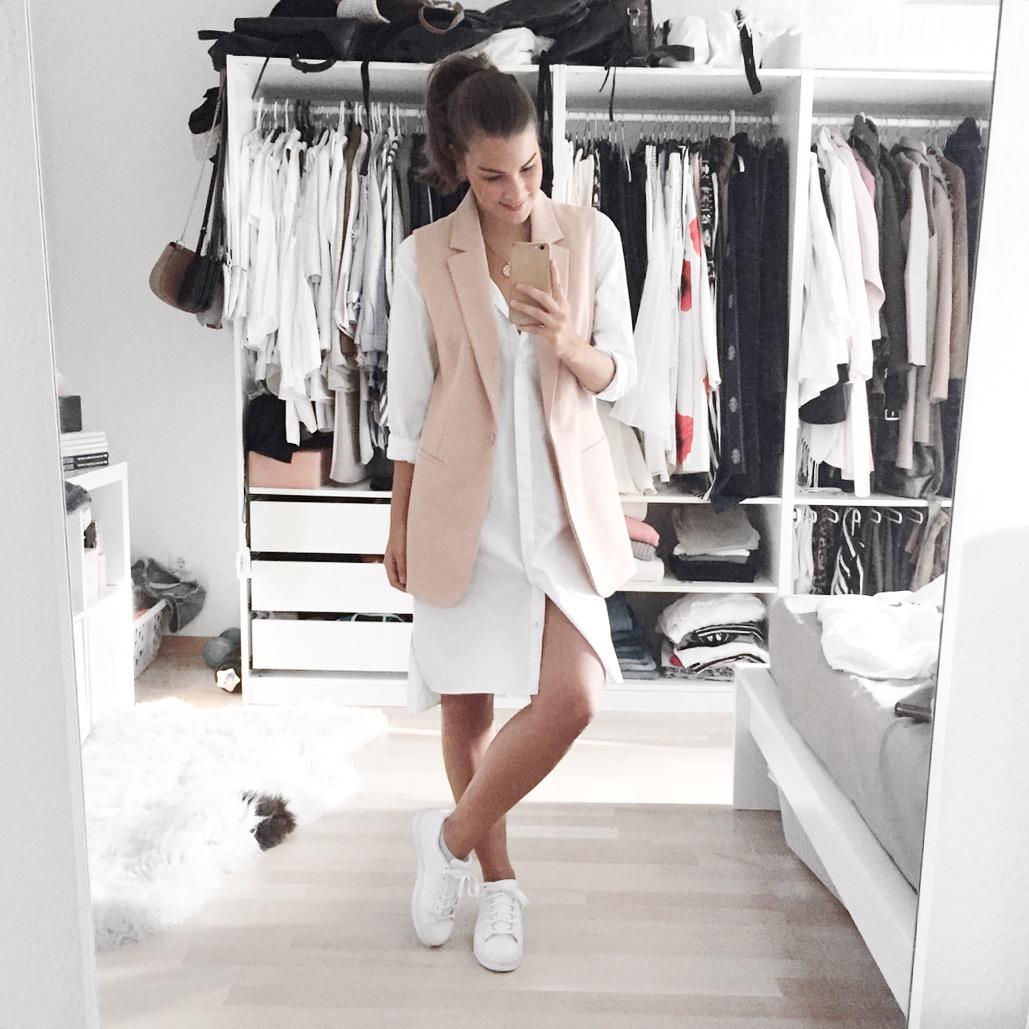 fashiioncarpet-weißes-hemdblusenkleid-adidas-superstars