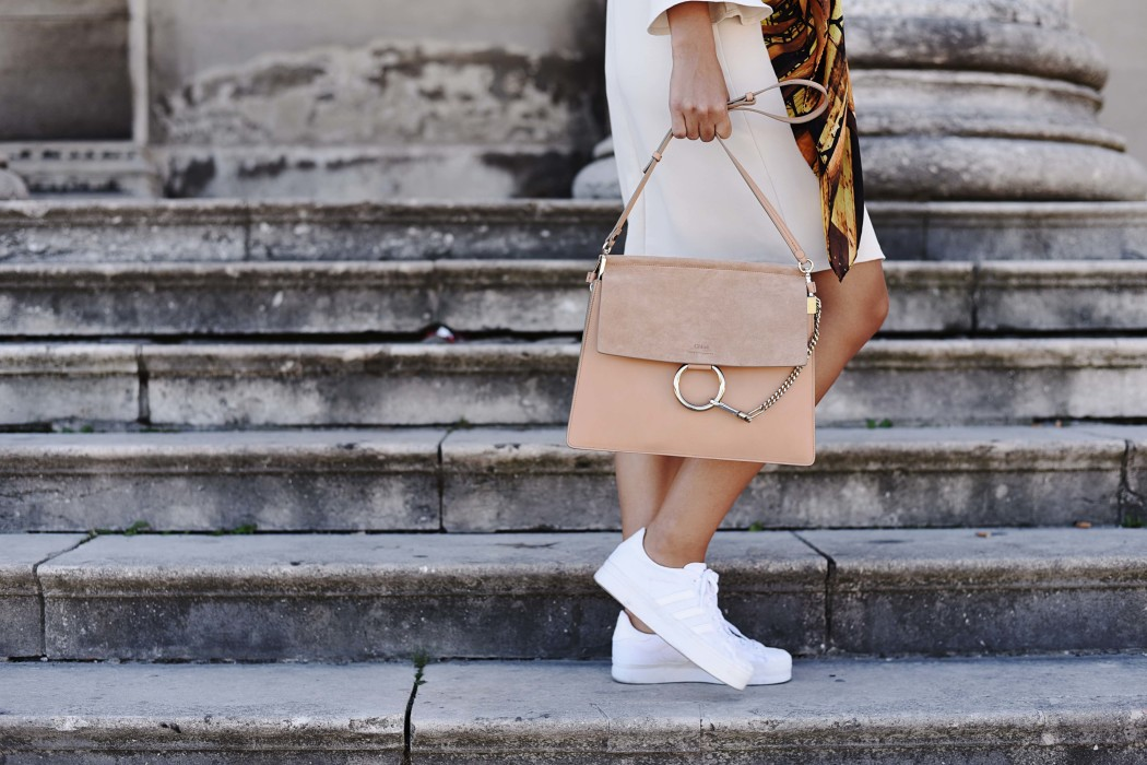 Fashionbloggermünchen-fashionblogger-blogger-fashionblog-münchen-munich-fashion-outfit-mode-style-streetstyle-bloggerstreetstyle-fashiioncarpet-fashiioncarpet-look-ootd-fashionblogdeutschland-deutscherfashionblogger-fashionbloggergermany-germanblogger-fashionbloggerdeutschland-deutschland-fashionblogger-layering- Deutschland-fashionbloggerdeutschland-Fashionbloggermünchen-fashionblogger-blogger-fashionblog-münchen-munich-fashion-outfit-mode-style-streetstyle-bloggerstreetstyle-fashiioncarpet-fashiioncarpet-look-ootd-fashionblogdeutschland-deutscherfashionblogger-fashionbloggergermany-germanblogger-fashionbloggermany-modeblogmünchen-modebloggermany-fashionbloggerdeutschland-fashionblogger-deutschland-chloé-faye-misty-beige-adidas-superstar-raze-trompetenärmel-kleid-roeckl-tuch