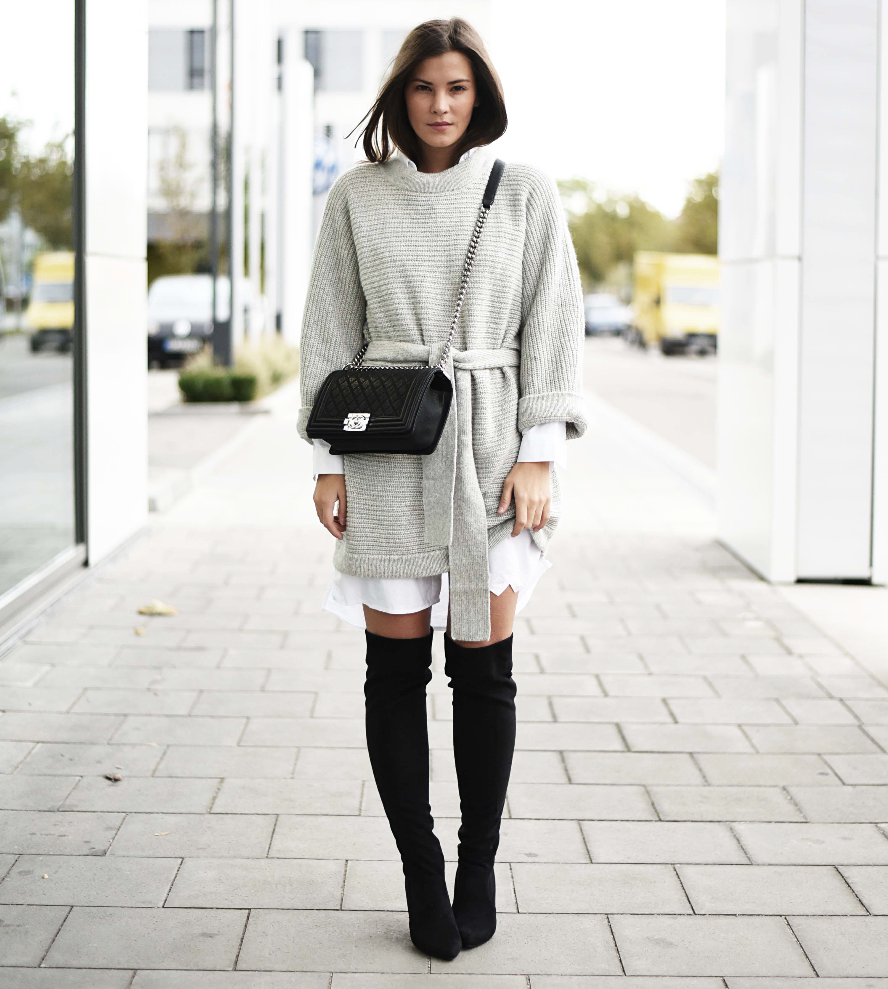 6972534711023 Outfit: Overknee Stiefel & Chanel Boy Bag Caviar