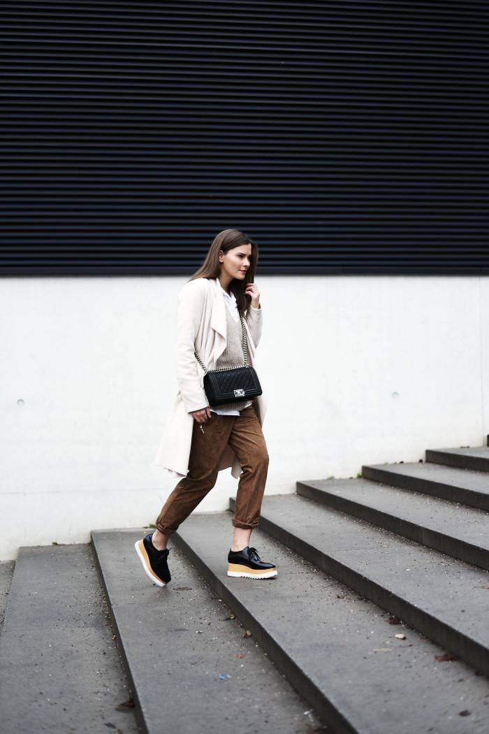 Fashionblogger-münchen-fashionblogger-blogger-fashionblog-münchen-munich-fashion-outfit-mode-style-streetstyle-bloggerstreetstyle-fashiioncarpet-look-ootd-fashionblog-deutschland-deutscher-fashionblogger-fashionblogger-germany-german-blogger-deutschland-fashionblogger-Deutschland-fashionblogger-blogger-fashionblog-münchen-munich-fashion-outfit-mode-style-streetstyle-blogger-streetstyle-german-blogger-fashionblog-germany-modeblog-münchen-modeblog-germany-nina-schwichtenberg-stella-mccartney-britt-plateau-schuhe-schnürschuhe-platform-shoes-chanel-boy-bag-caviar-leder