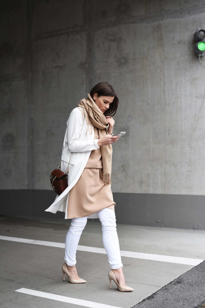fashiioncarpet-dress-over-jeans-streetstyle-nina-schwichtenberg