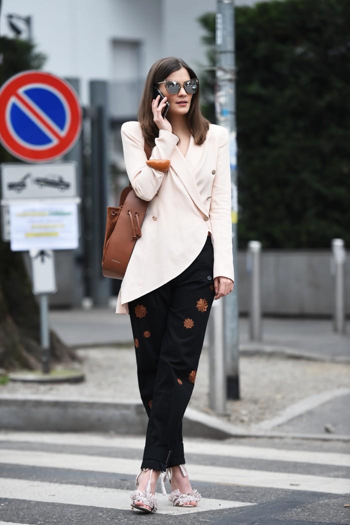 fashiioncarpet-emporio-armani-streetstyle-fw-nina-schwichtenberg-milan-fashion-blogger