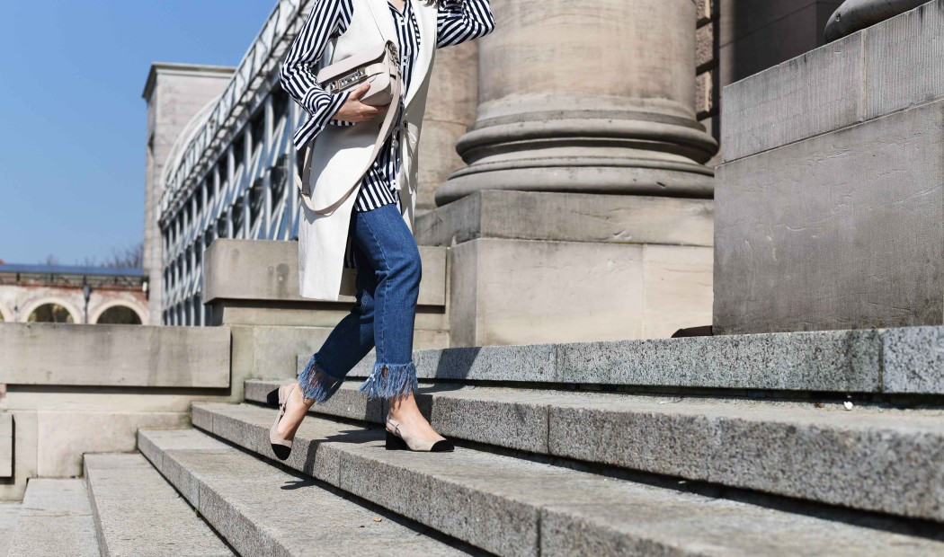 fashiioncarpet-striped-blouse-streetstyle