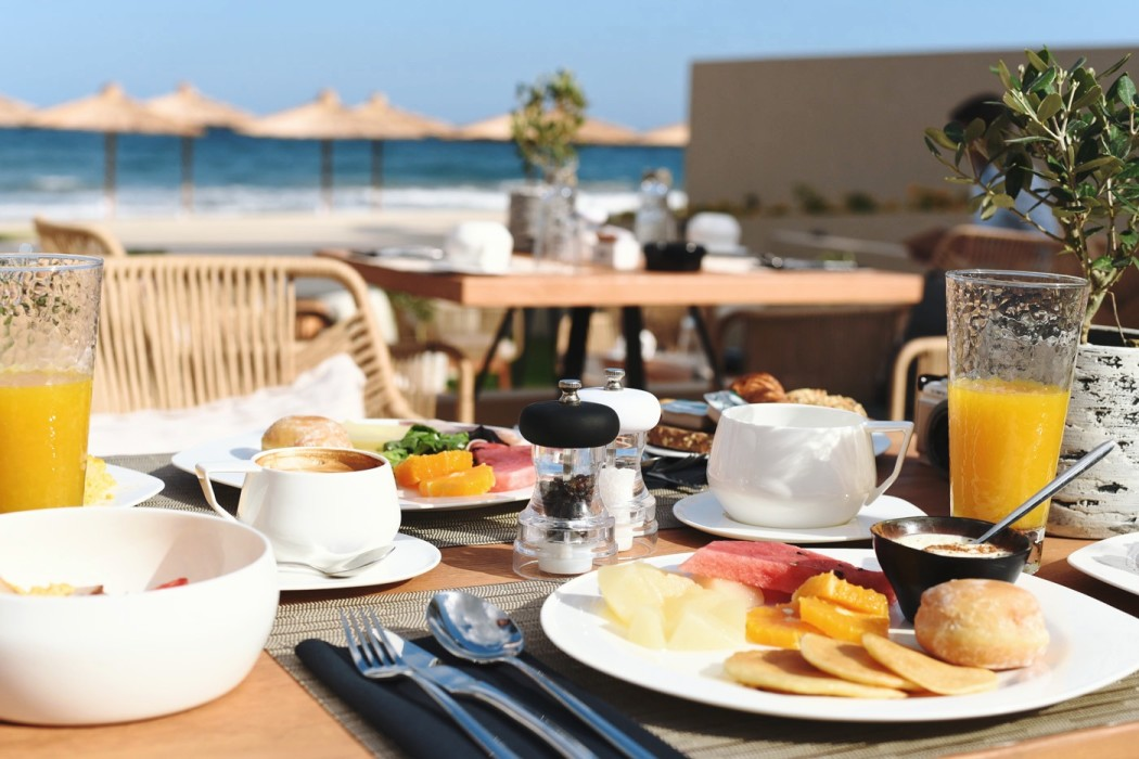 breakfast-domes-noruz-five-star-ressort-chania-fashiioncarpet