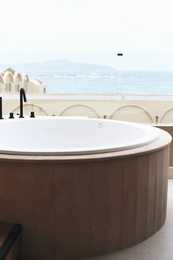 hotel-with-pool-fashiioncarpet