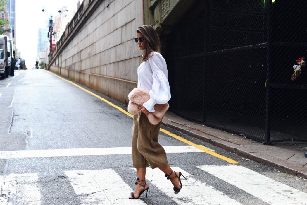 new-york-fashion-week-streetstyle-culotte-fake-fur-clutch-pink-nina-fashiioncarpet