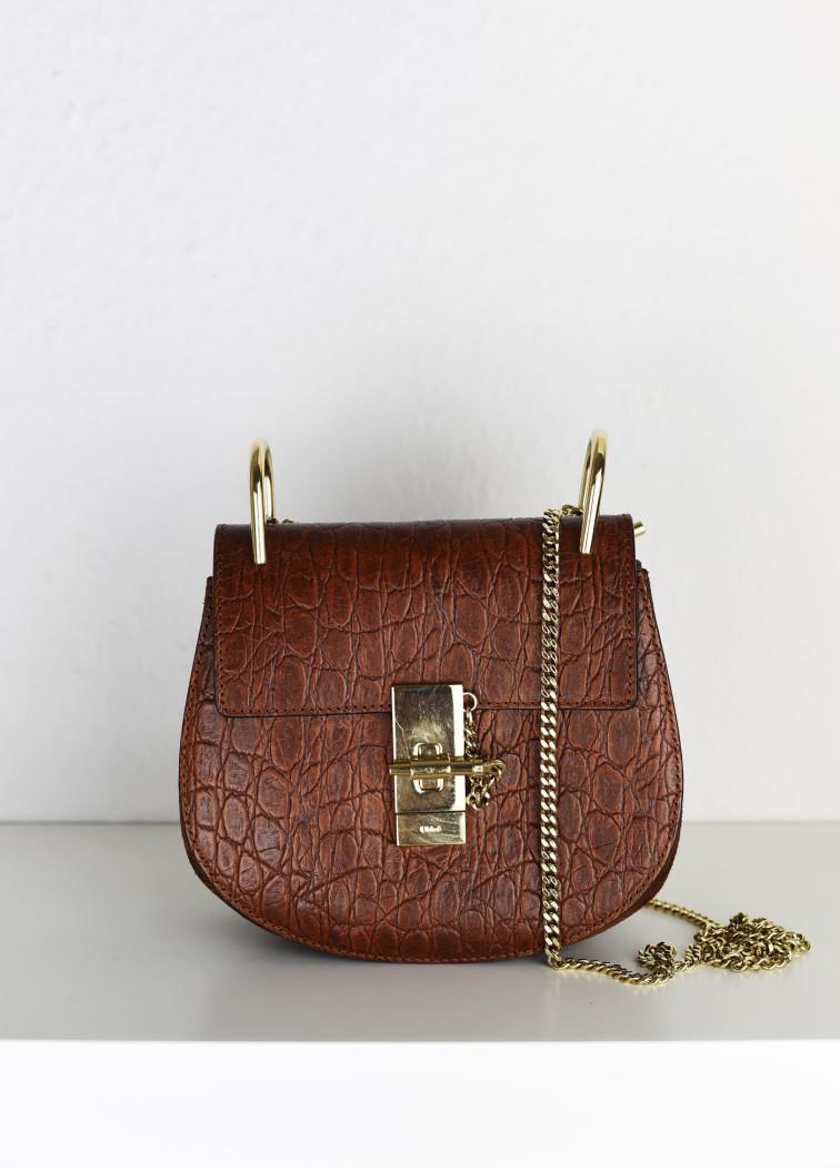 chloe-drew-bag-Drew-mini-Schultertasche-aus-Leder-mit-Krokodileffekt-und -Veloursleder-fashiioncarpet