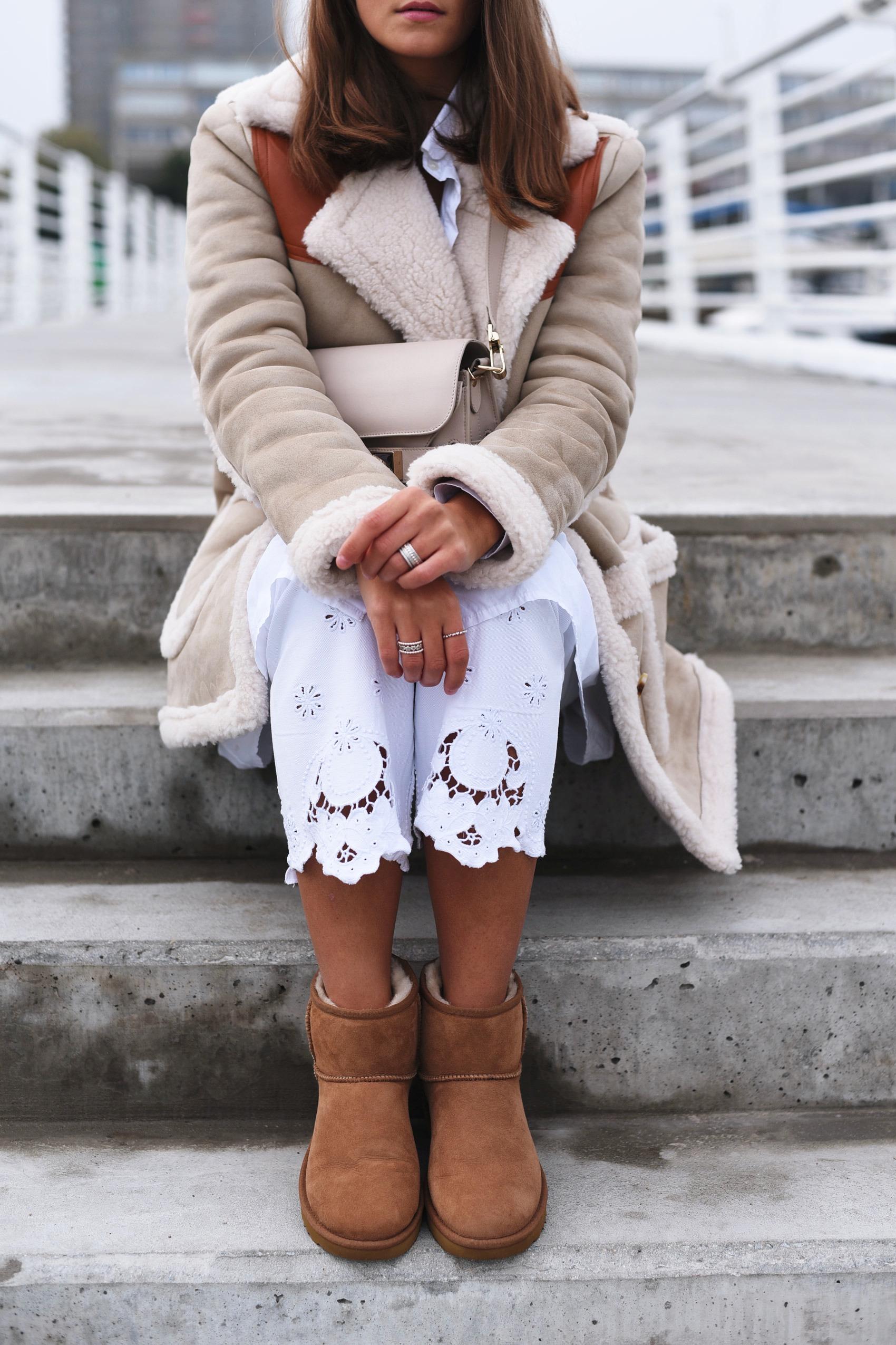 personalisierte-ugg-chestnut-classic-mini-boots-machen-lassen-inititalien-buchstaben-einsticken-fashiioncarpet
