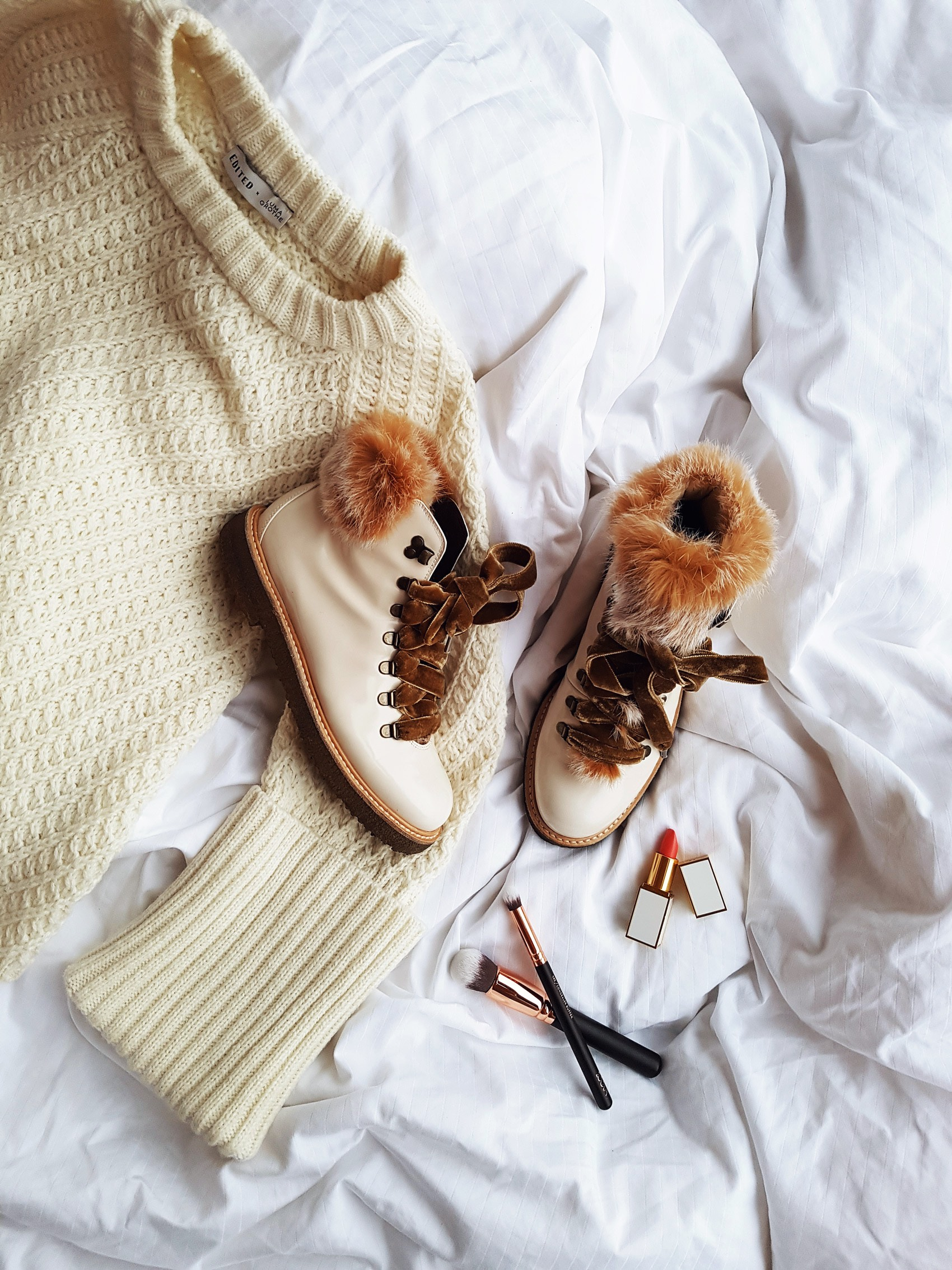 agl-fur-boots-knit-sweater-edited-the-label-pullover-zoeva-pinsel-set-fashiioncarpet