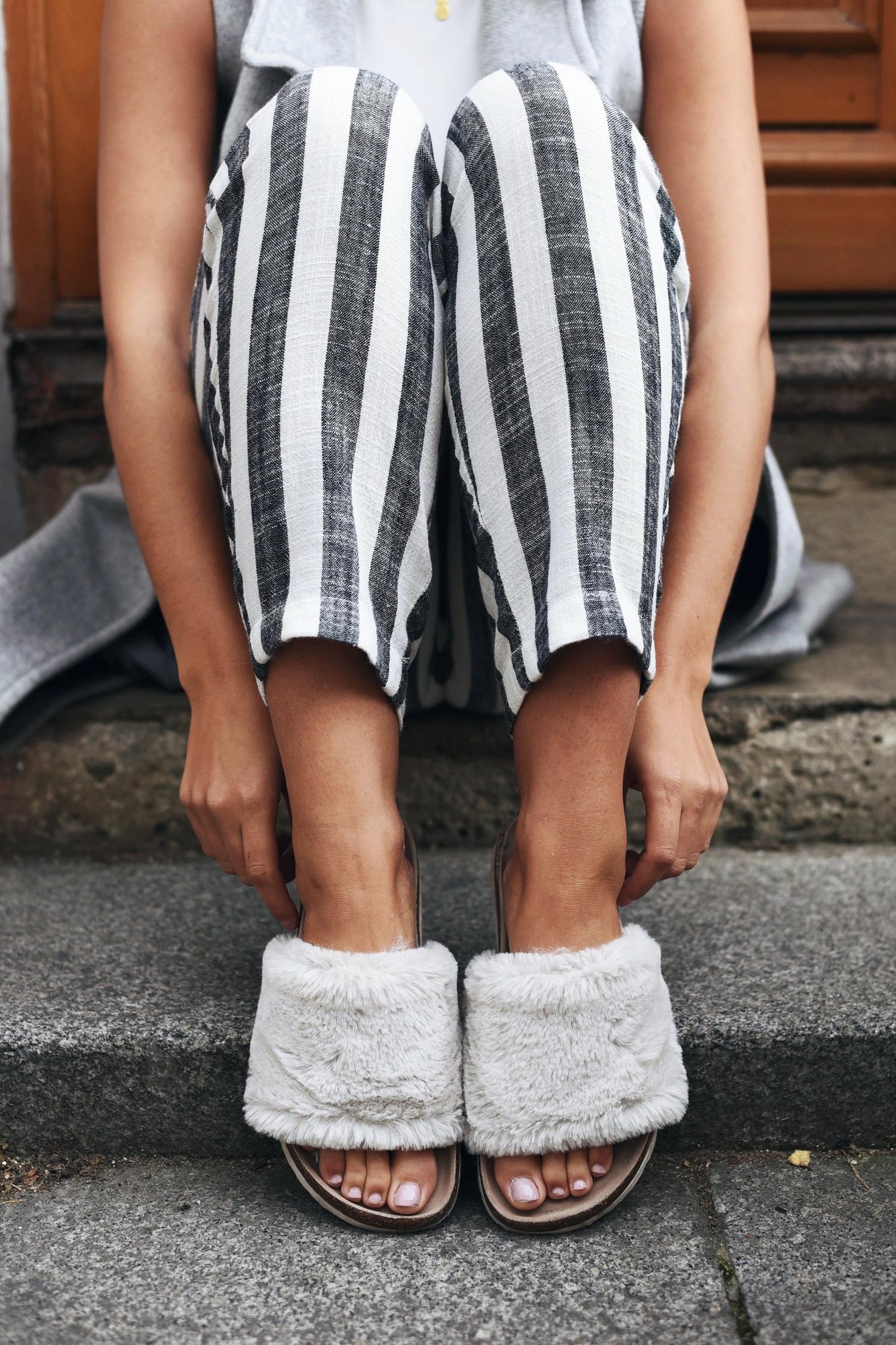 fell-latschen-puschen-fake-fur-flats-blogger-streetstyle-fashiioncarpet-