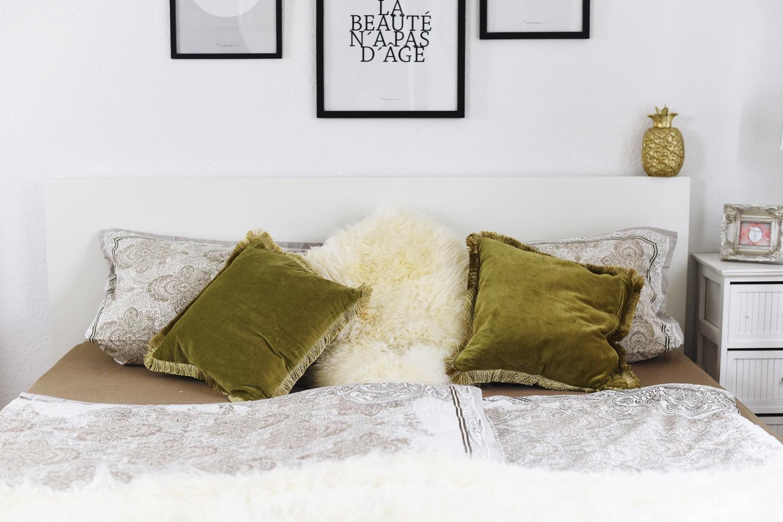 kleines-schlafzimmer-platzsparend-und-schön-einrichten-deko-tipps-fashiioncarpet