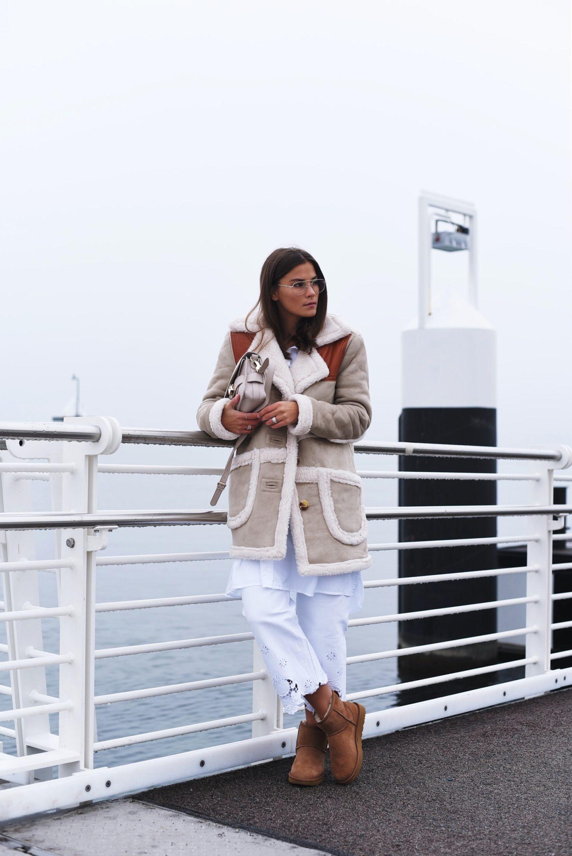 ugg-boots-modisch-und-stylisch-im-winter-tragen-und-kombinieren-mit-jeans-fashiioncarpet