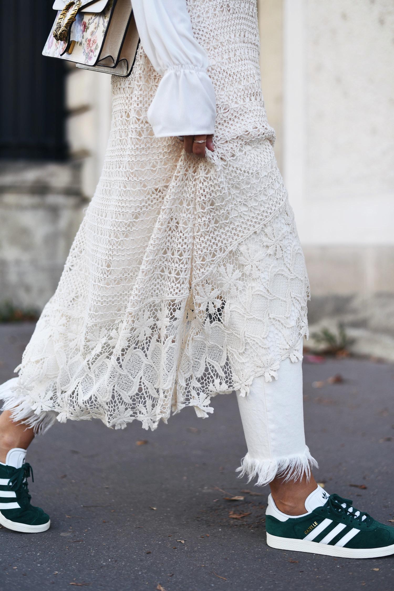 styling-tipps für den modetrend jeans zu kleid | fashiioncarpet