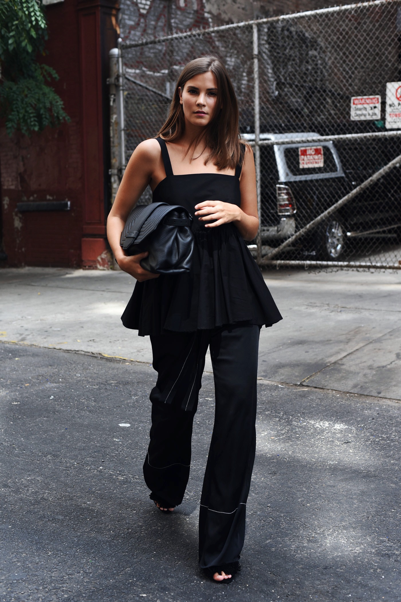 all-black-look-nina-schwichtenberg-blogger-streetstyle-fashiioncarpet