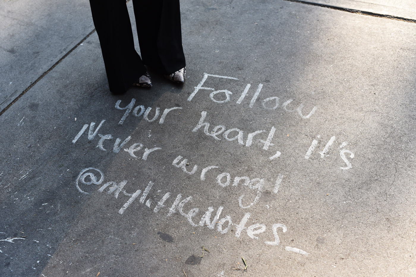 streetstyle-quote-chinatown-follow-your-heart-new-york-fashiioncarpet