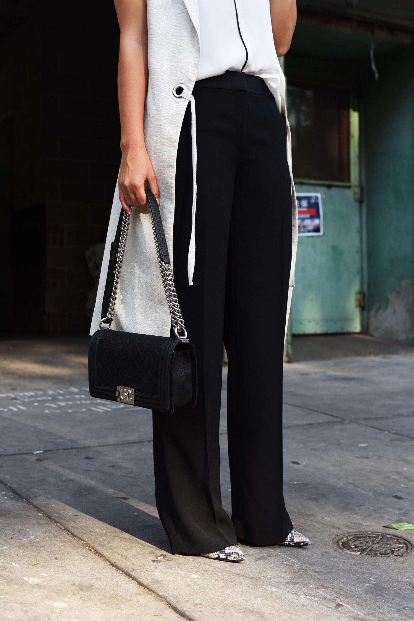 schwarze-anzughosen-modisch-kombinieren