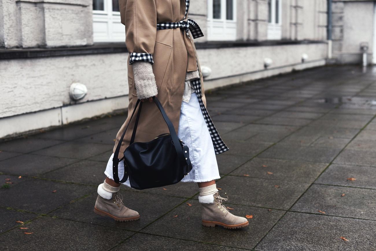 layering-im-winter-mit-jacke-hose-pullover-und-bluse-streetstyle-zwiebellook-fashiioncarpet