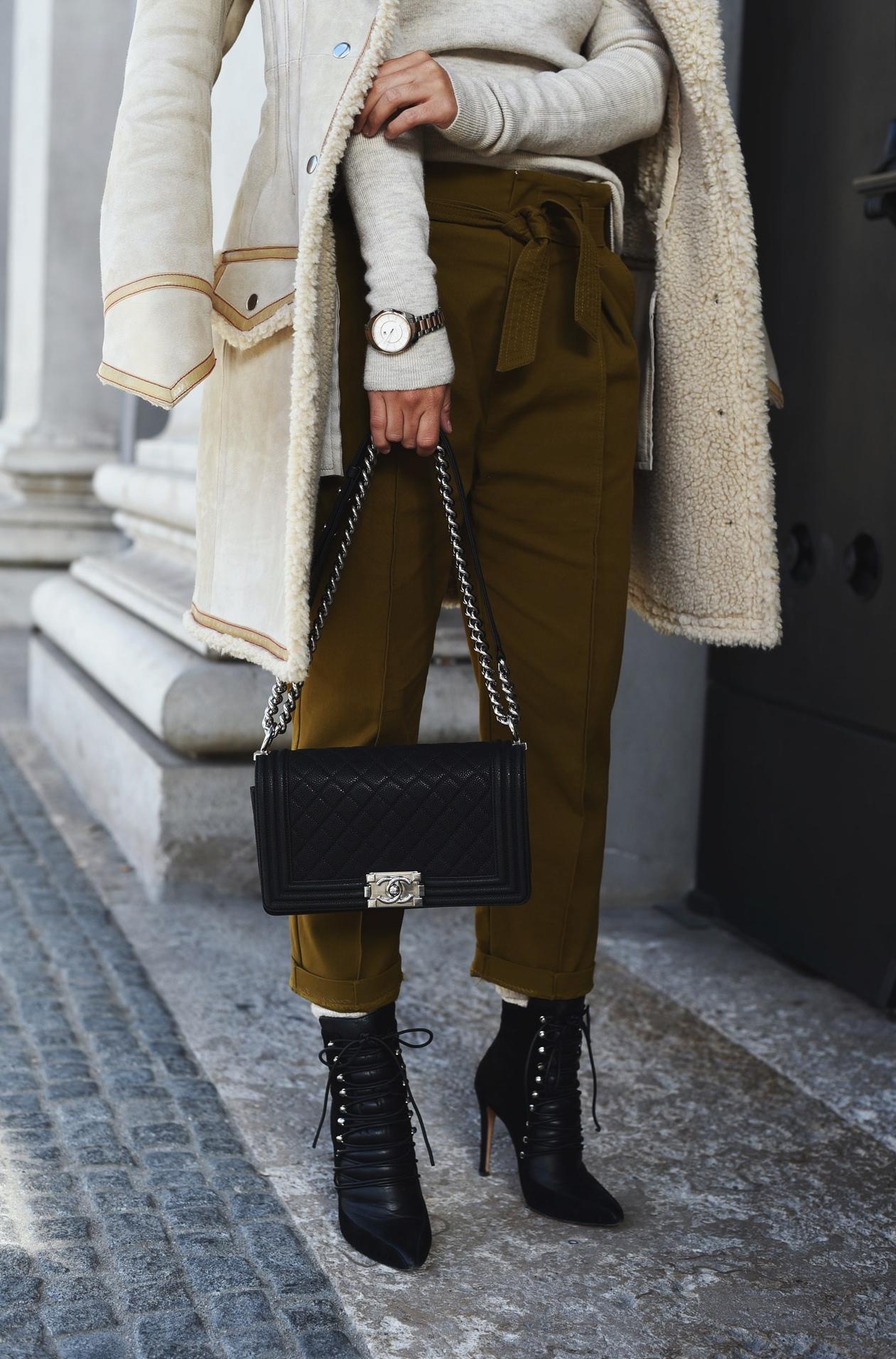 chanel-boy-bag-medium-kaviar-leder-schwarz-altes-modell-blogger-streetstyle-nina-fashiioncarpet