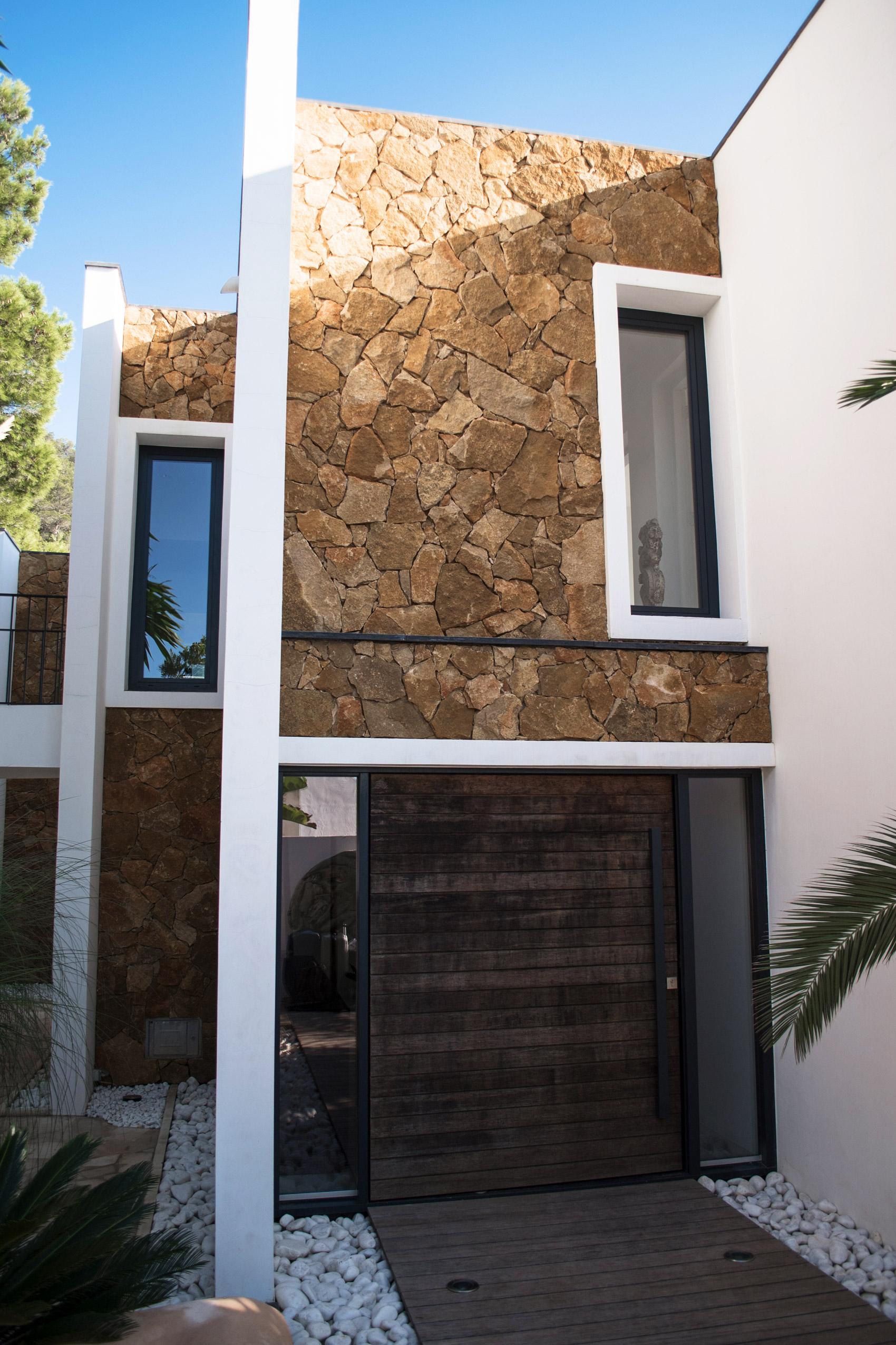 ferienhaus-auf-ibiza-mit-freistehender-bandewanne-fashiioncarpet