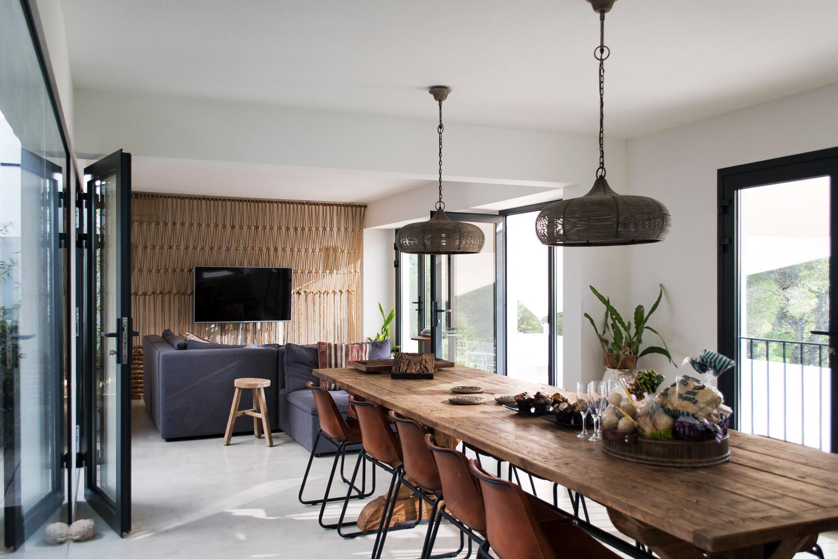 inneneinrichtung-ibiza-ferienhaus-holz-modern-fashiioncarpet