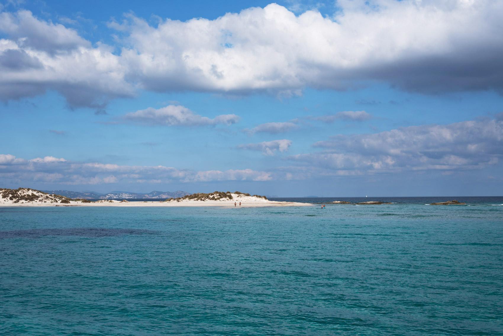 stand-up-paddling-ibiza-formentera-boats-tour-fashiioncarpet