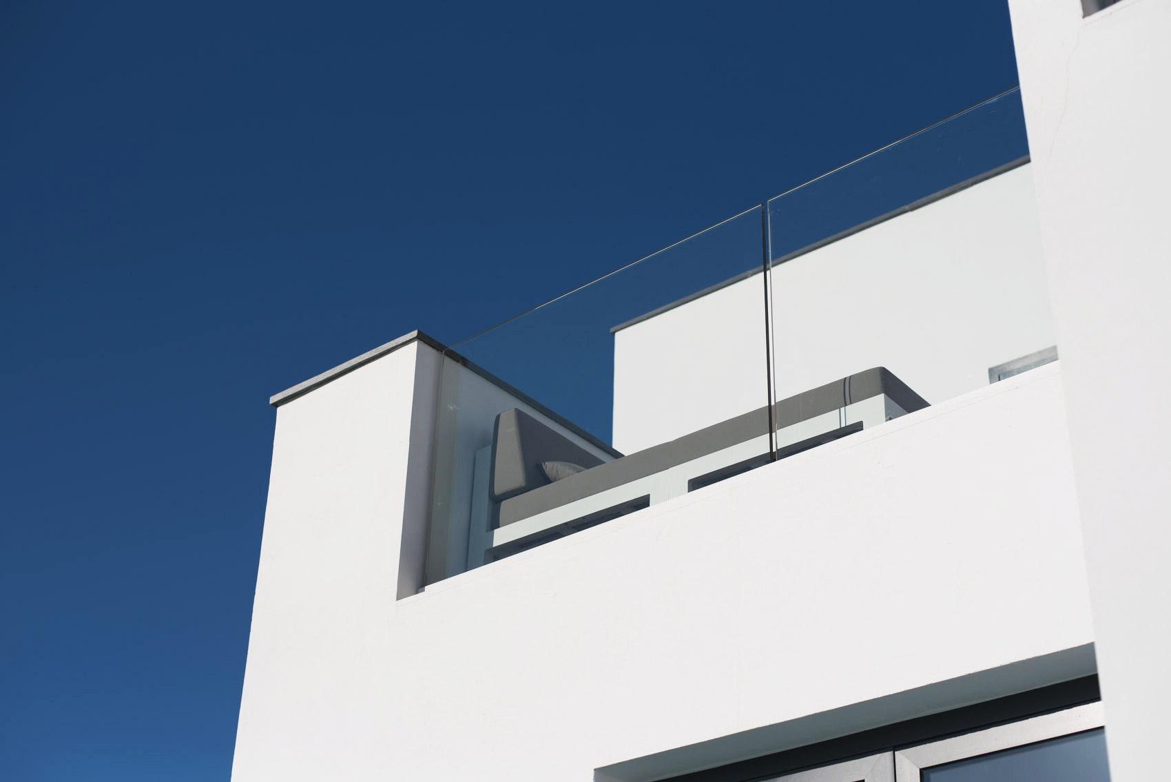 modernes-ferienhaus-auf-ibiza-luxus-im-berg-gelegen-und-nah-zum-strand-fashiioncarpet