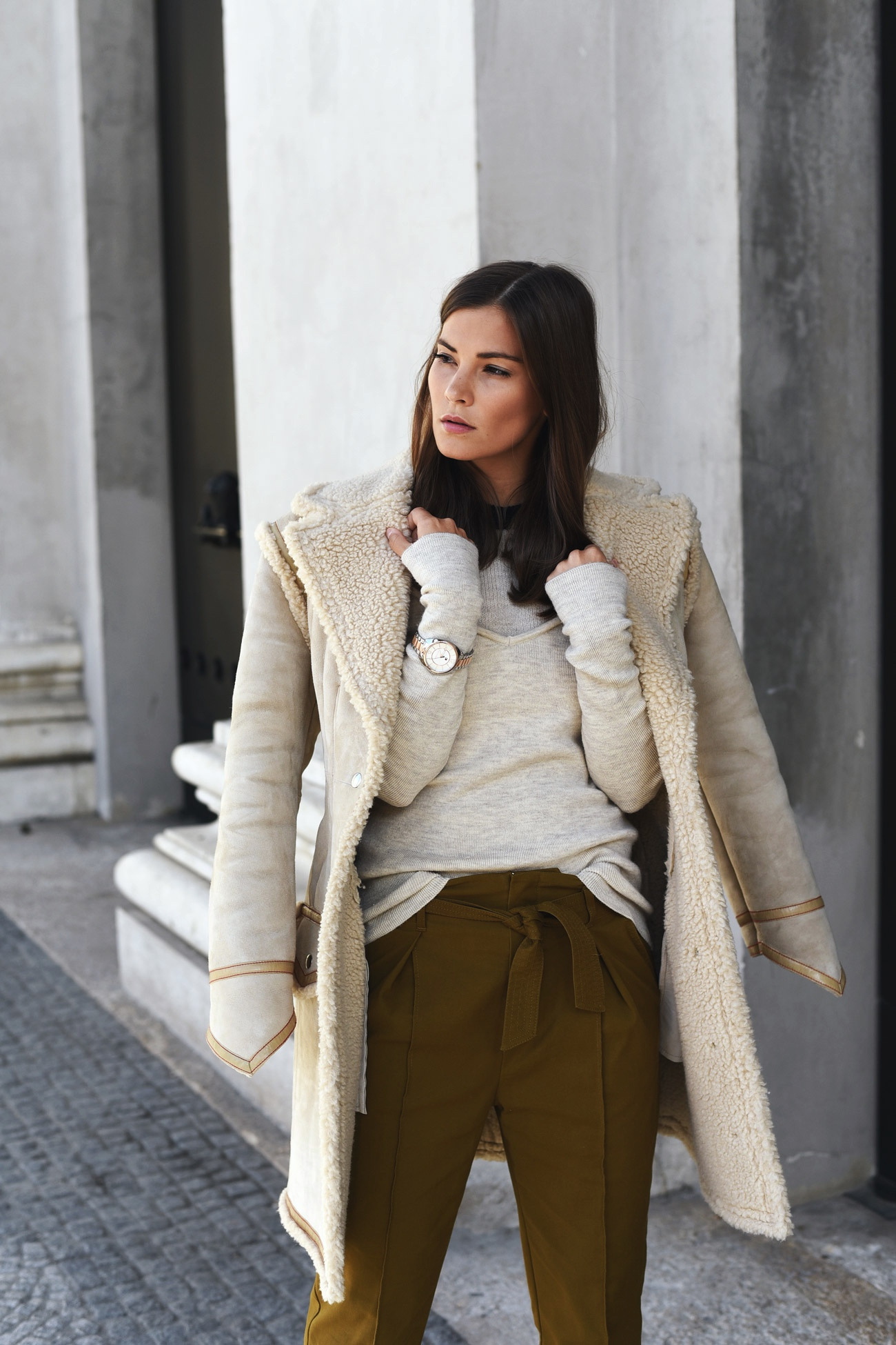 shearling-coat-hm-studio-collection-autumn-winter-2016-blogger-street-style-look-fashiioncarpet