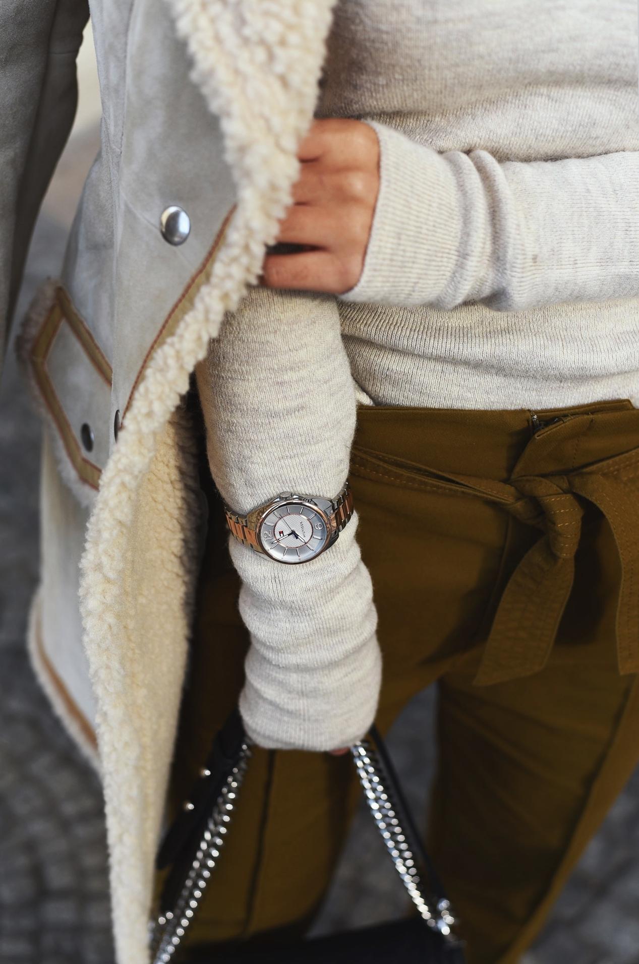 uhr-ueber-pullover-tragen-winter-trend-2016-accessoires-im-winter-kombinieren-fashiioncarpet