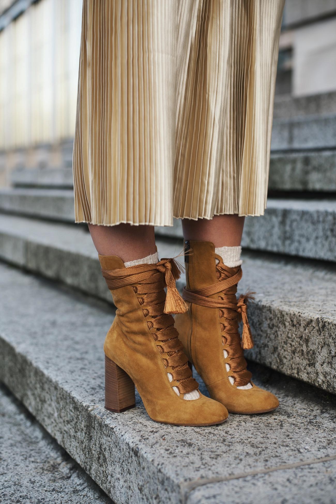 chloe-harper-boots-braun-wildleder-hoher-absatz-nina-schwichtenberg