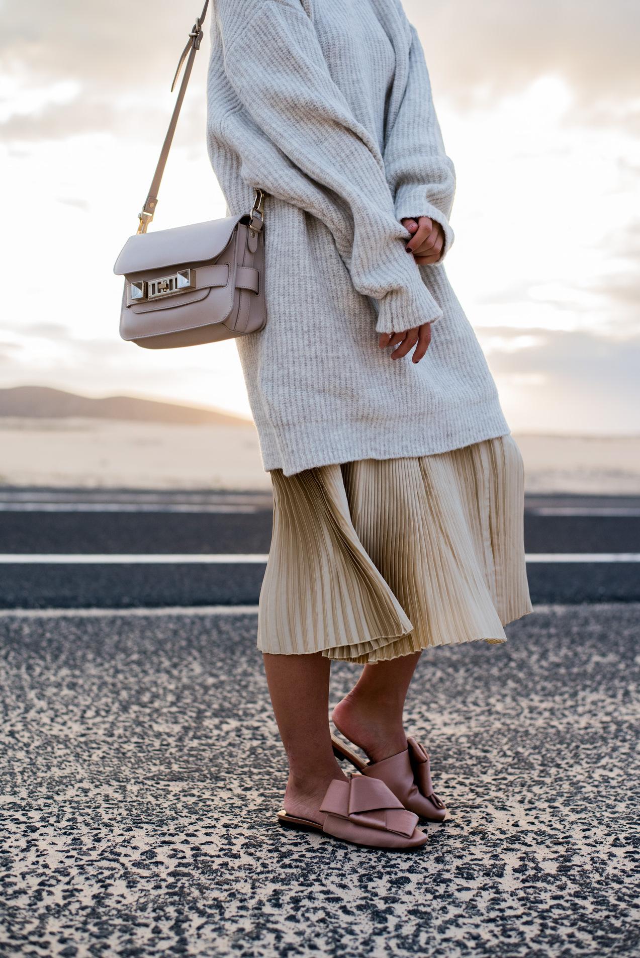 layering-oversize-look-blogger-style-strickkleid-mit-faltenrock-fashiioncarpet
