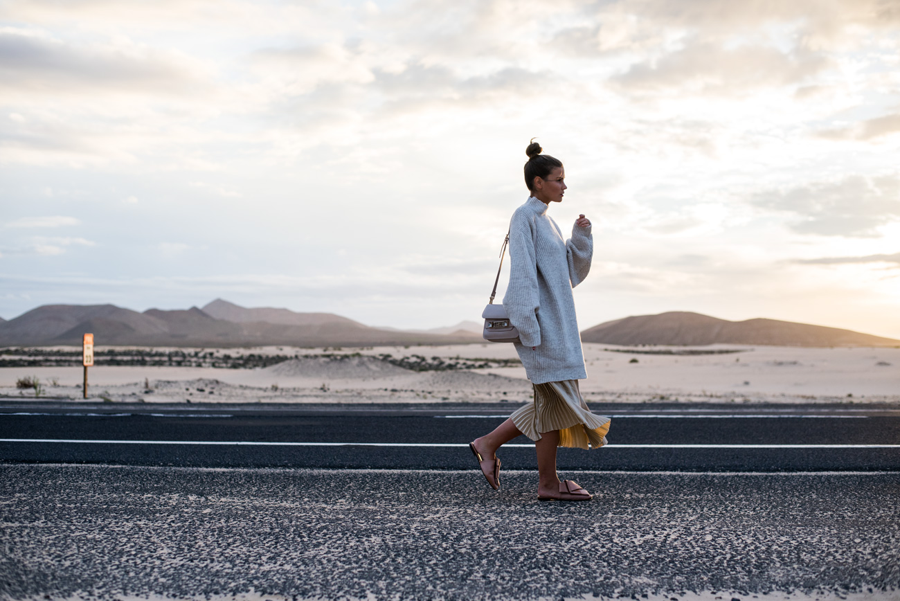 landschaftsfotografie-wüste-mit-sonnenuntergang-goldene-stunde-fashiioncarpet