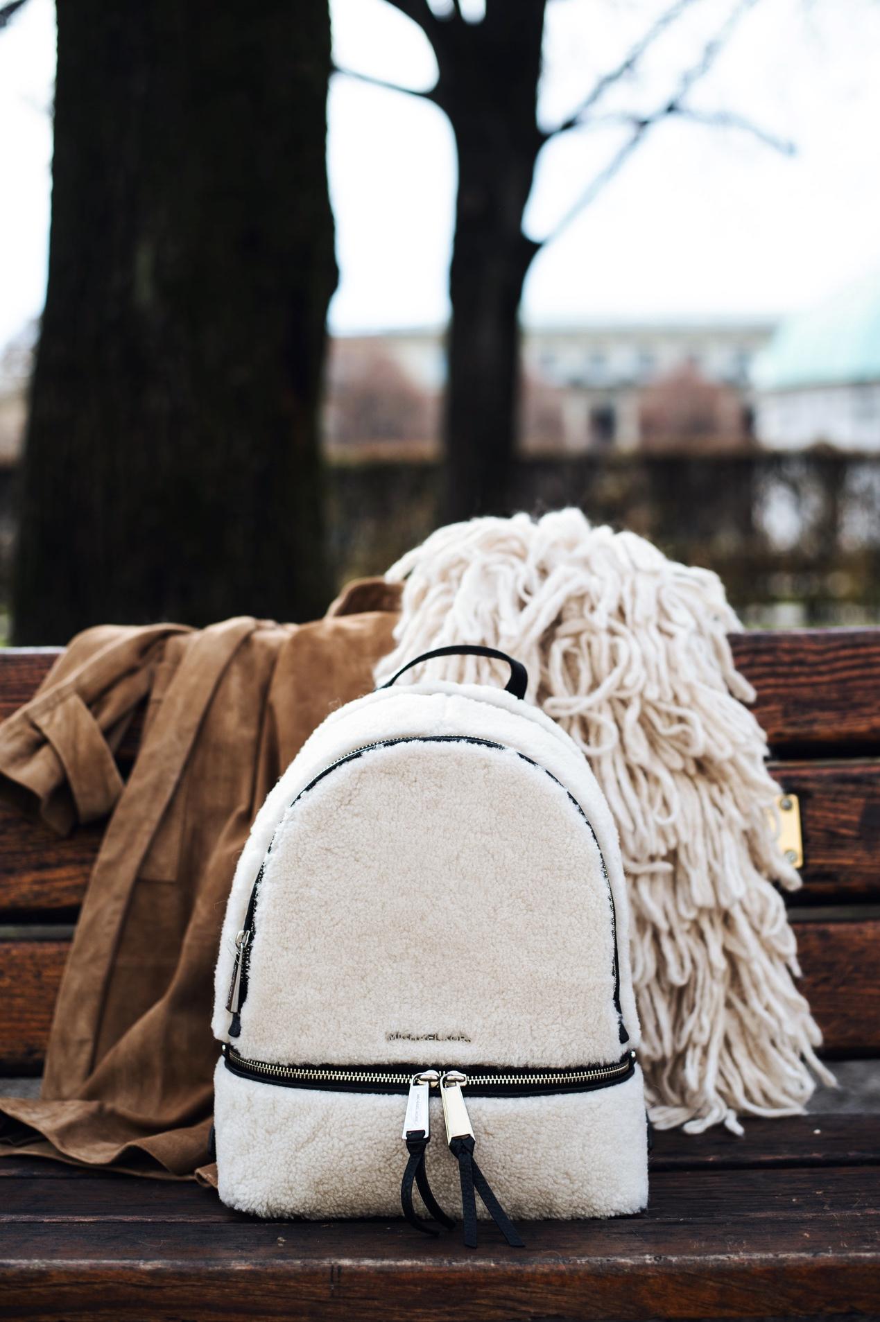 michael-michael-kors-rhea-zip-rucksack-aus-lammfell-und-leder-sand-fashiioncarpet