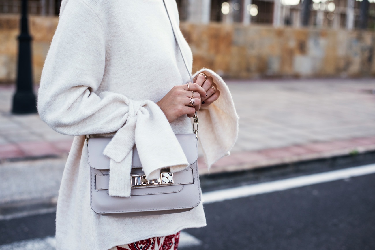 pullover-mit-weiten-aermeln-und-schleife-winter-look-mit-farbe-fashiioncarpet