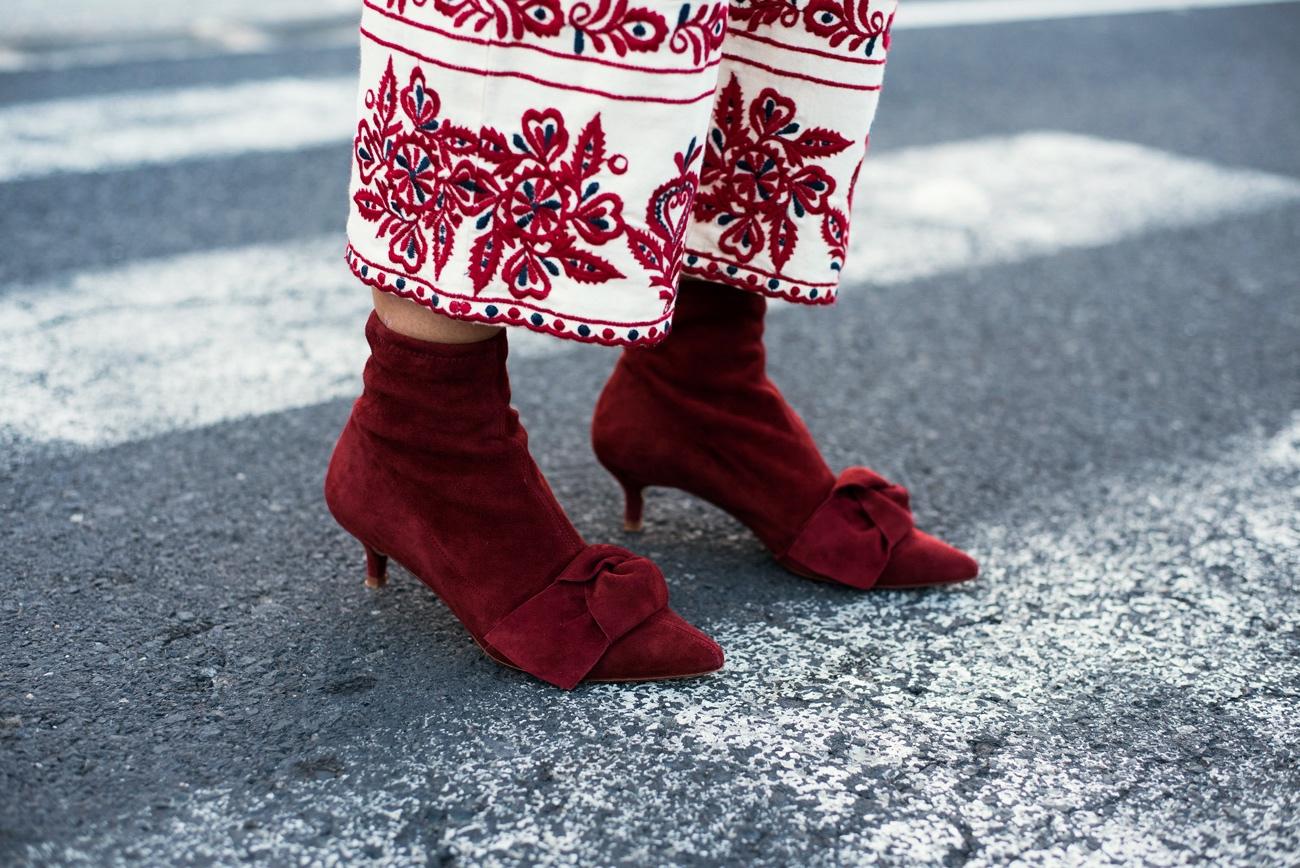 lederstiefelette-mit-absatz-und-schleife-zara-wildleder-rot-fashiioncarpet