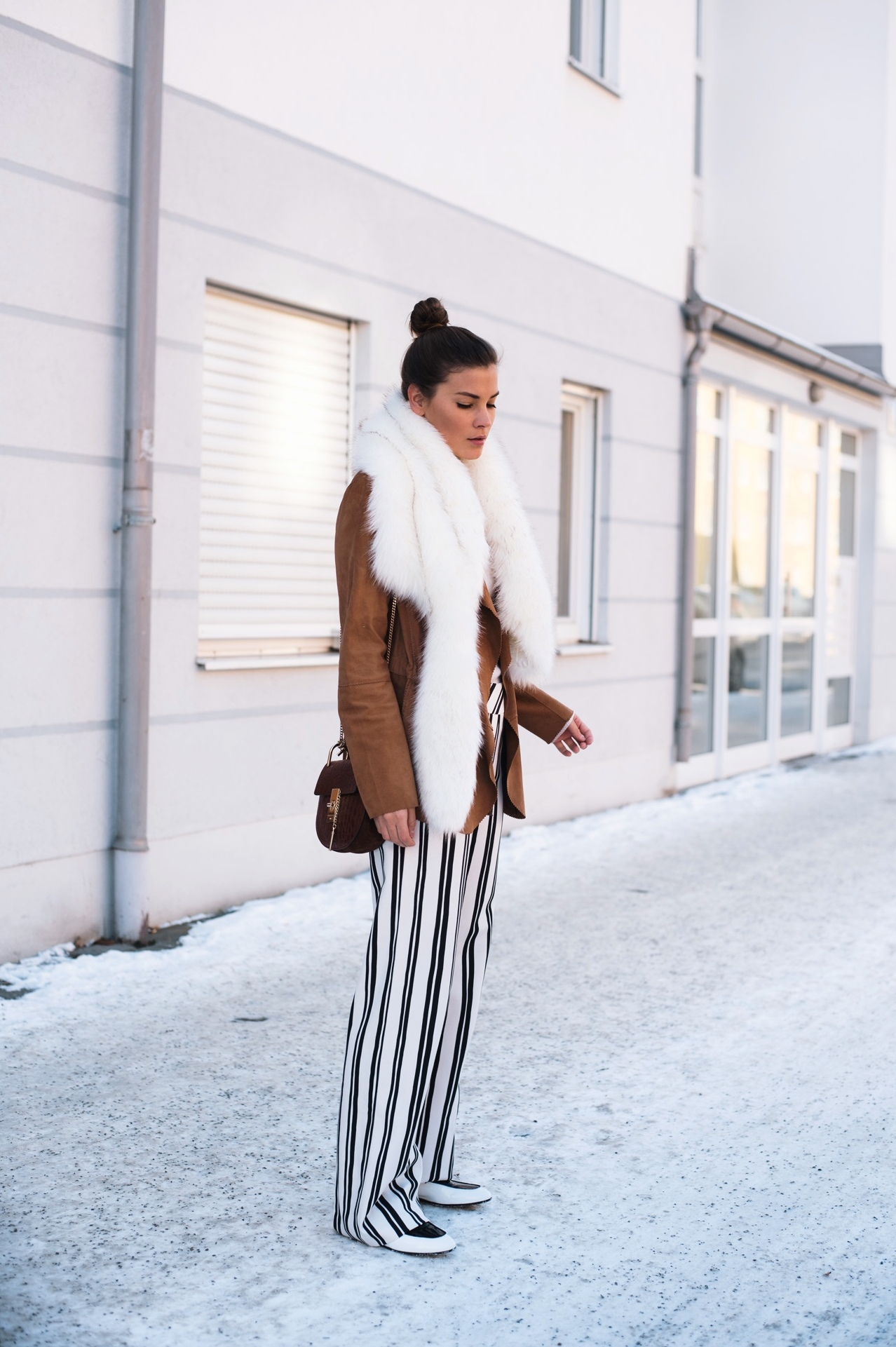 top-knot-beauty-hair-trends-blogger-style-fake-fur-scarf-fashiioncarpet