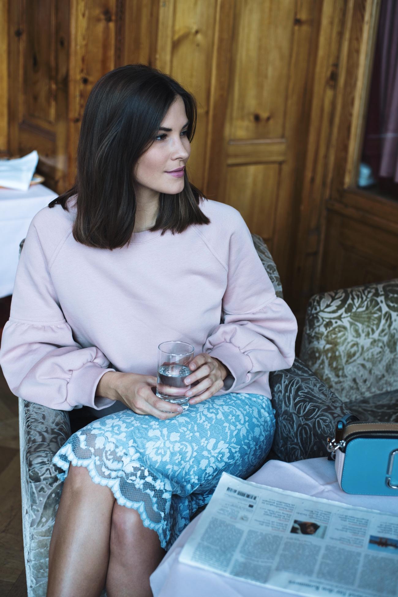 pastell-töne-im-alltag-tragen-chic-und-nicht-mädchenhaft-pastel-blogger-styling-fashiioncarpet