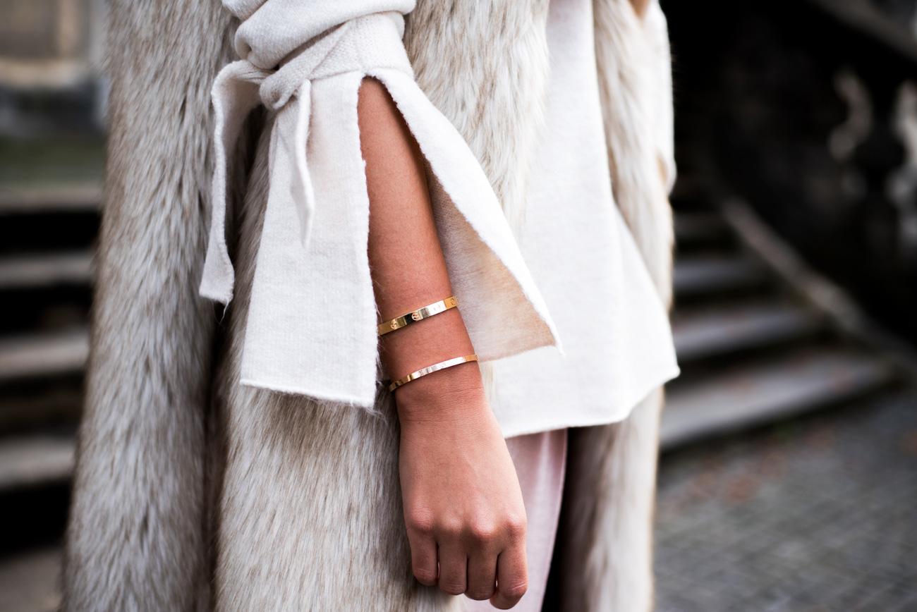 cartier-love-bracelet-sm-2017-gold-rosegold-online-campaign-fashiioncarpet