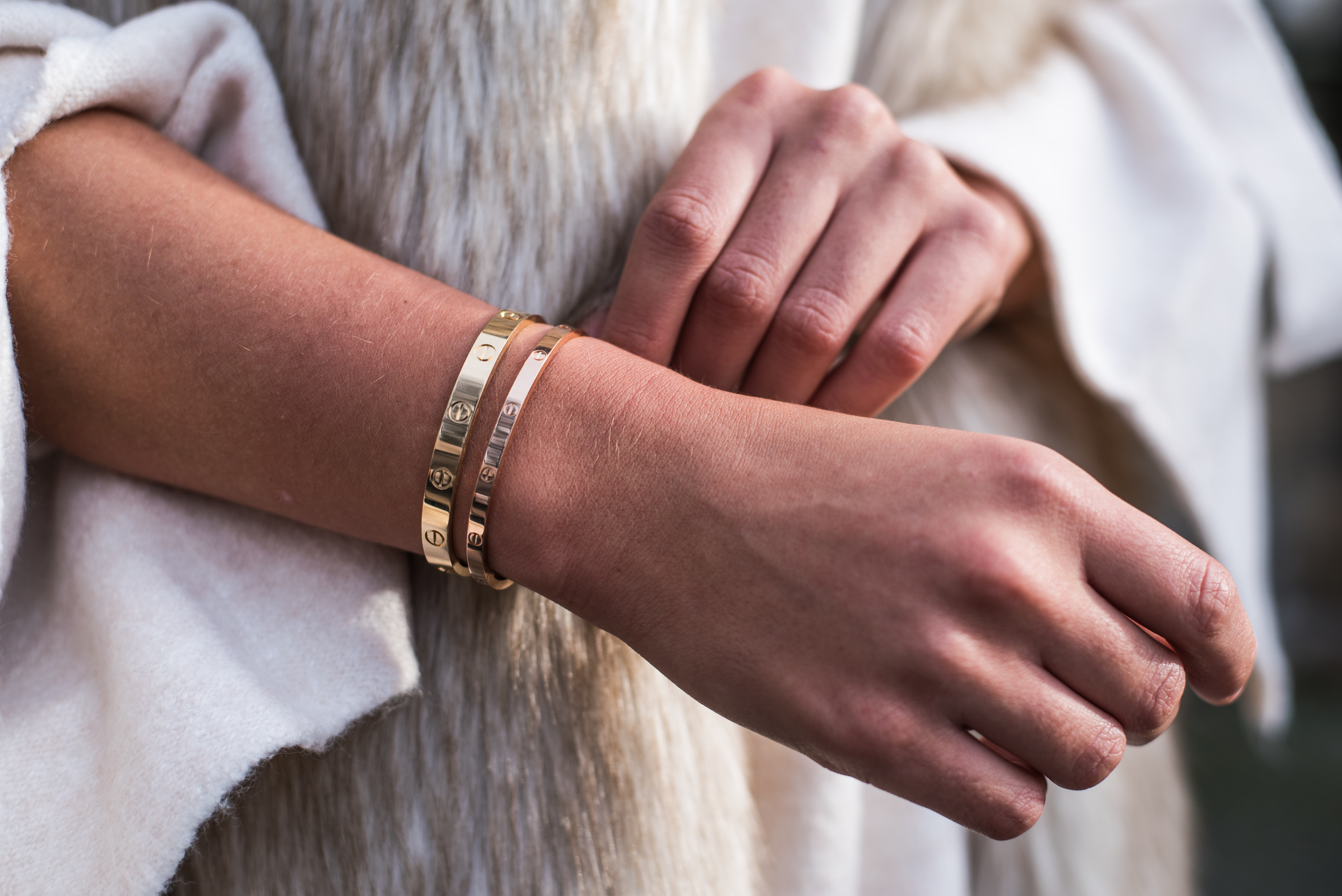cartier-love-bracelet-arm-candy-blogger-streetstyle-gold-rosegold-fashiioncarpet