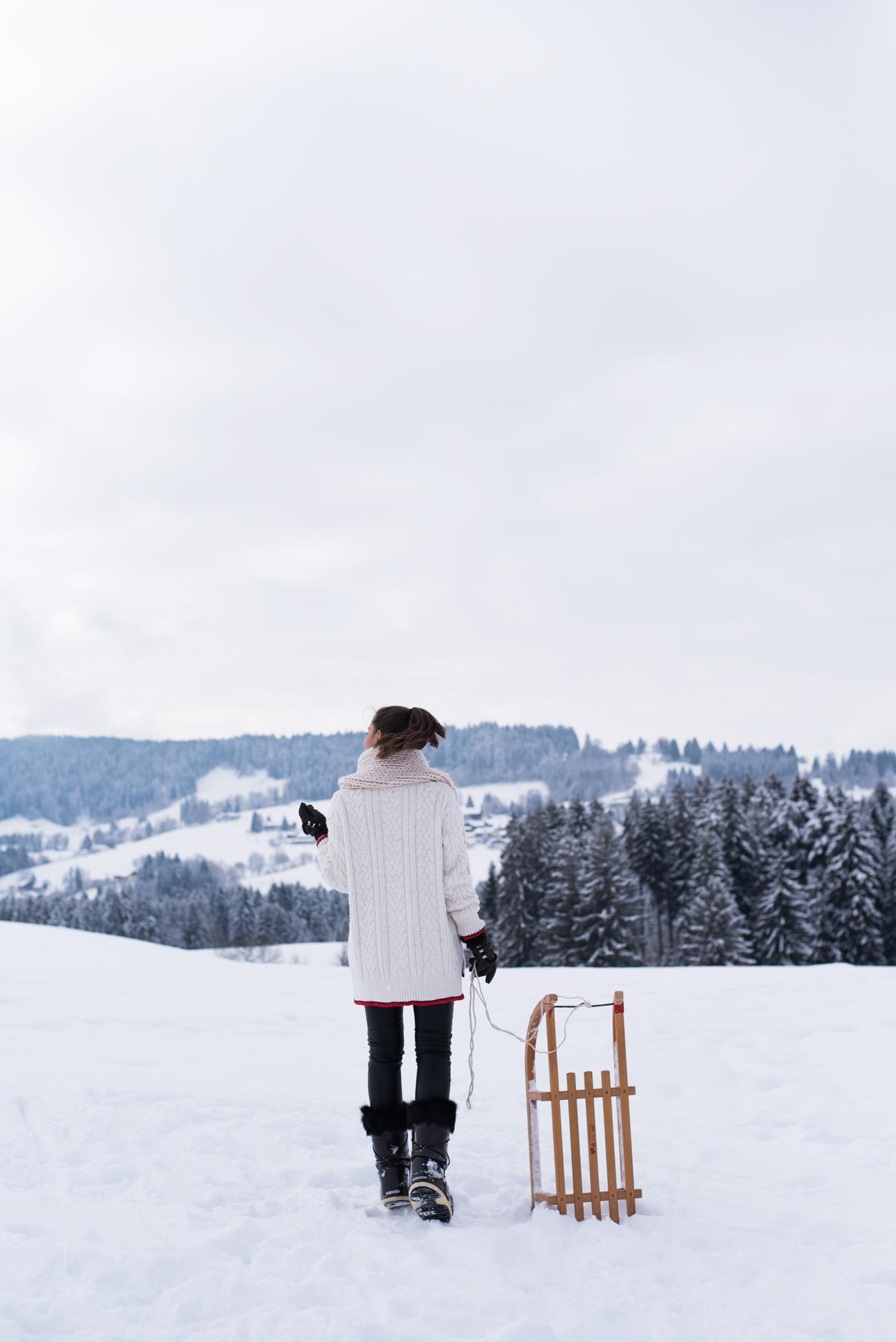 schlitten-fahren-im-allgäu-nina-und-sarah-bloggerinnen-münchen-josie-loves-fashiioncarpet