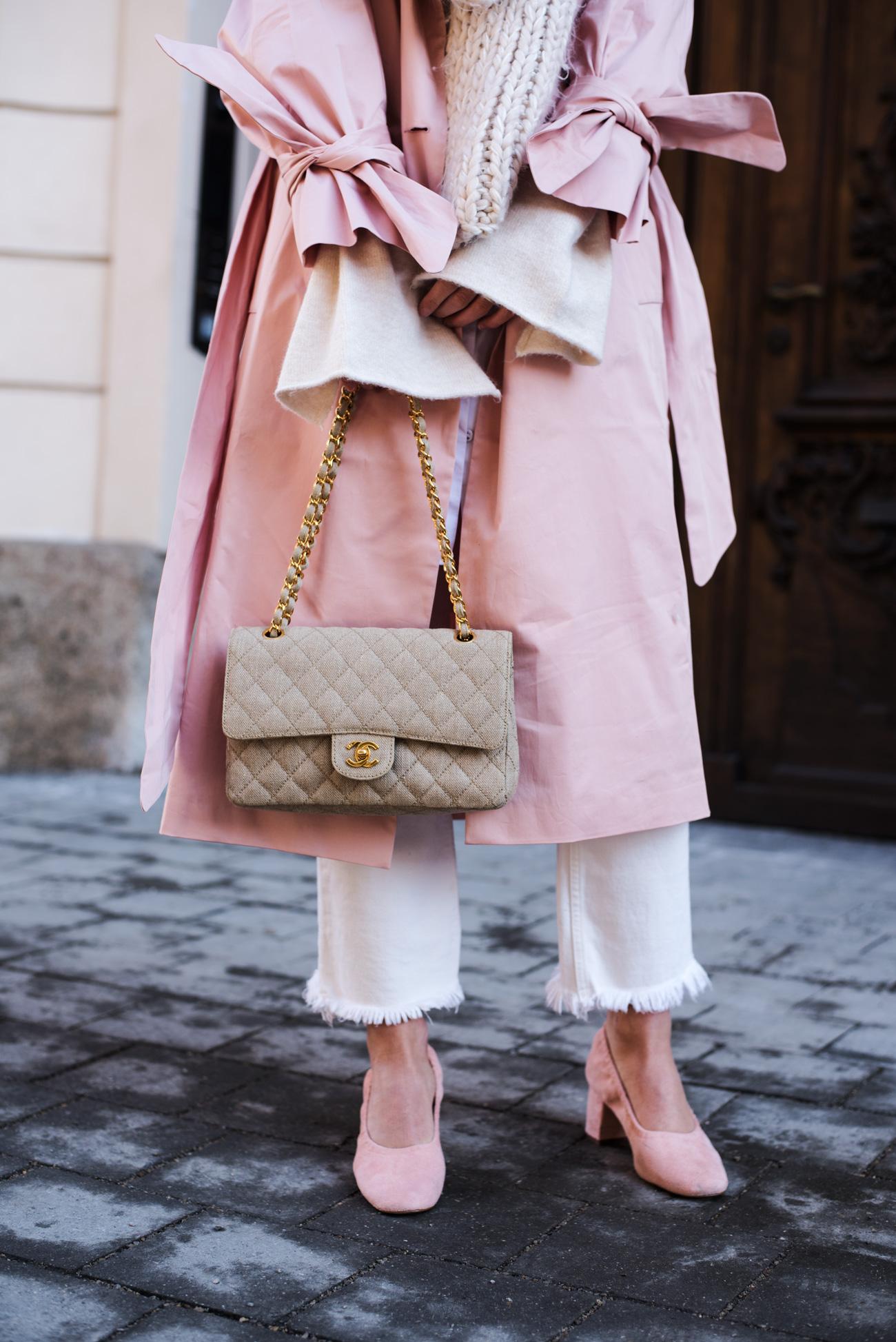 outfit-rosa-und-weiß-frühlingsfarben-trend-20117-jeans-mit-fransen-saum-blogger-style-fashiioncarpet