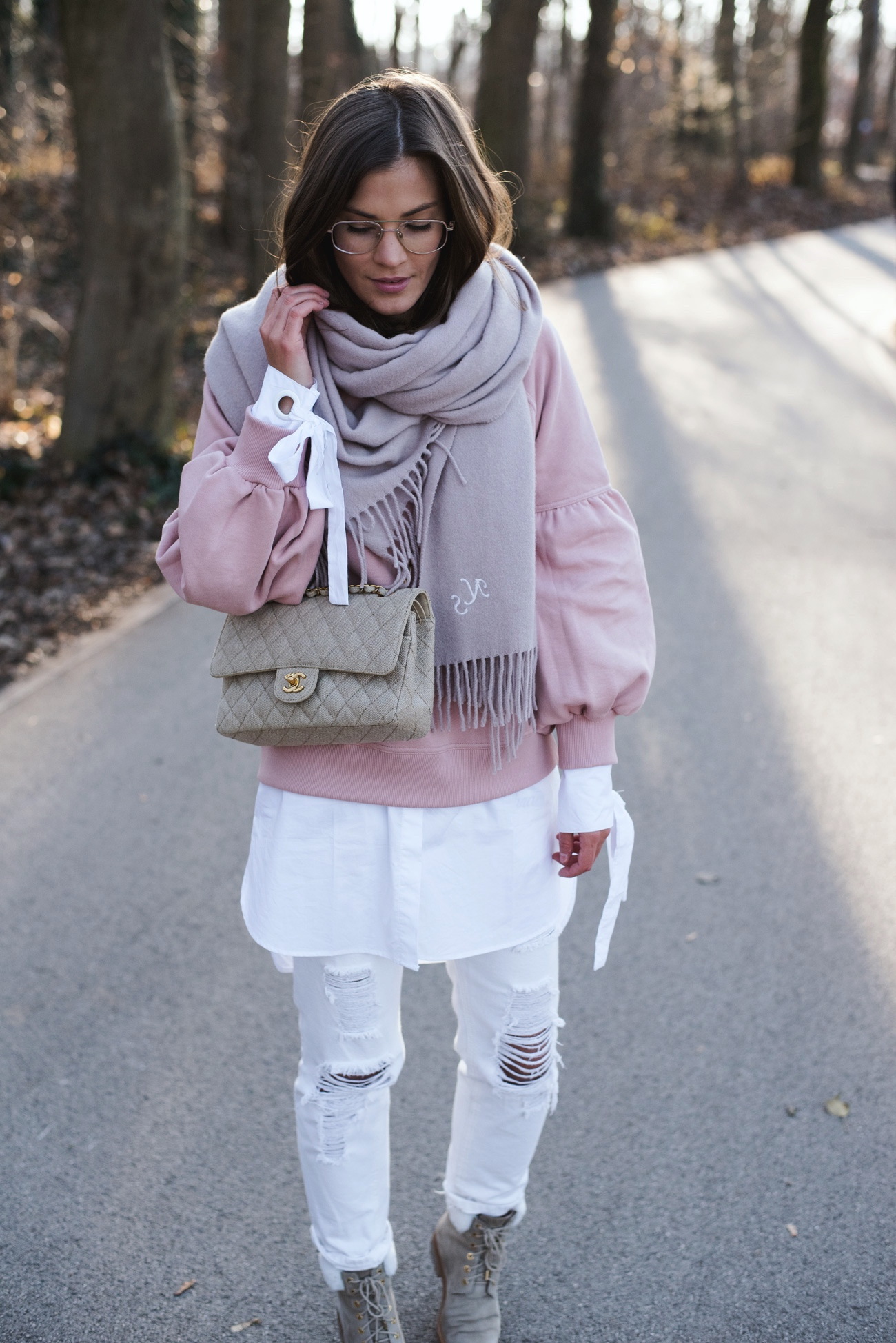 destroyed-white-denim-layering-blogger-look-fashiioncarpet