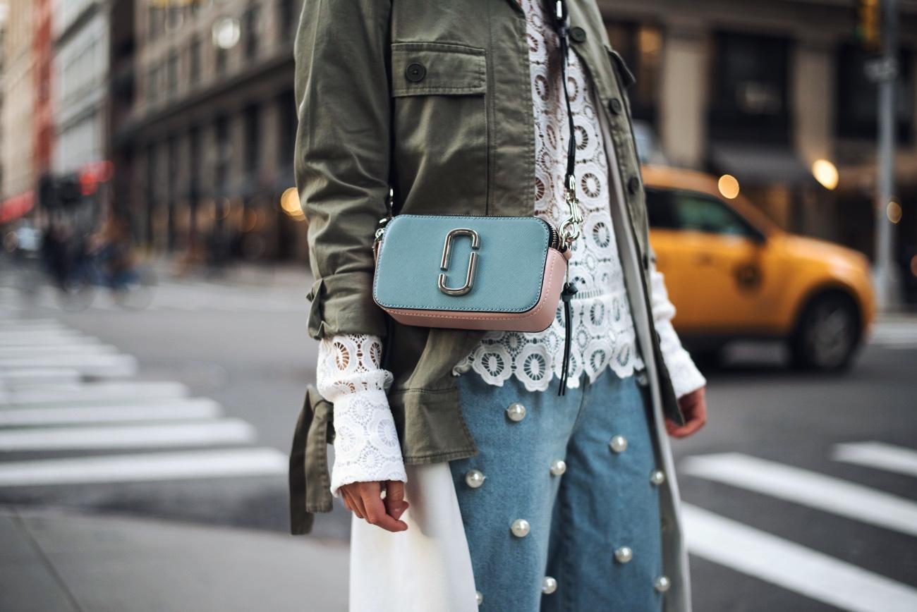 layering-trend-perlenhose-jeans-mit-weißen-perlen-nina-schwichtenberg-fashiioncarpet
