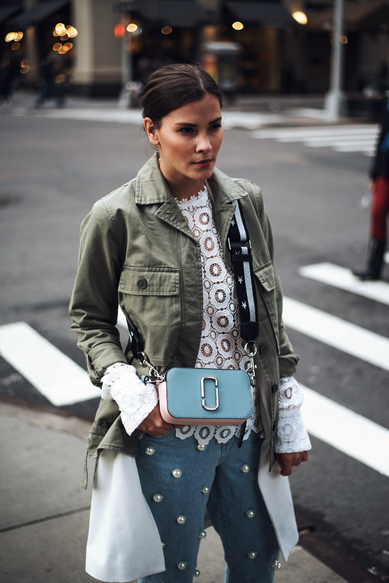 marc-jacobs-Snapshot-leather-cross-body-bag-baby-blue-star-strap-fashiioncarpet