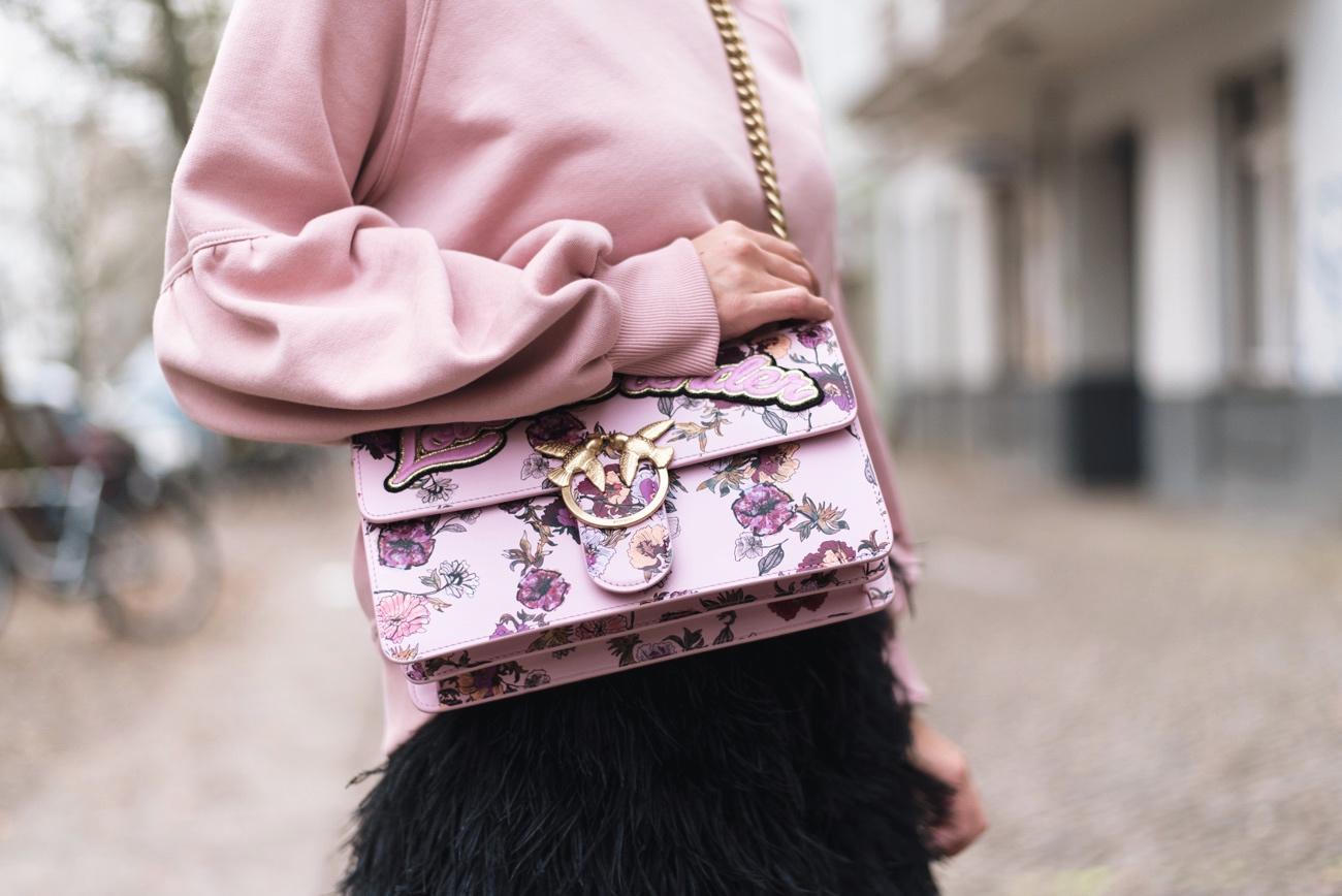 pinko-love-me-tender-bag-pink-blogger-streetstyle-fashiioncarpet