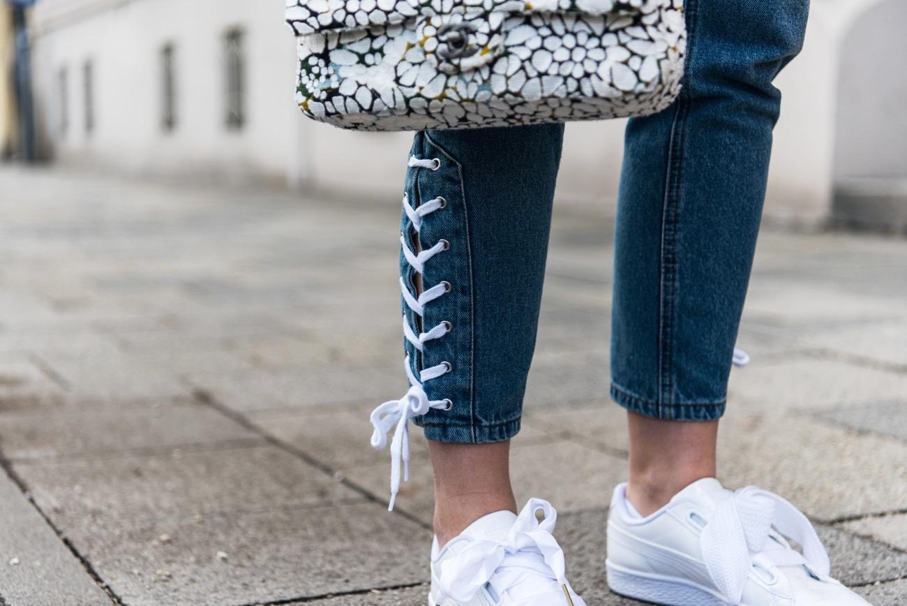 Lace-Up-Denim-jeanshose-mit-schnürungen-edited-blogger-streetstyle-nina-fashiioncarpet