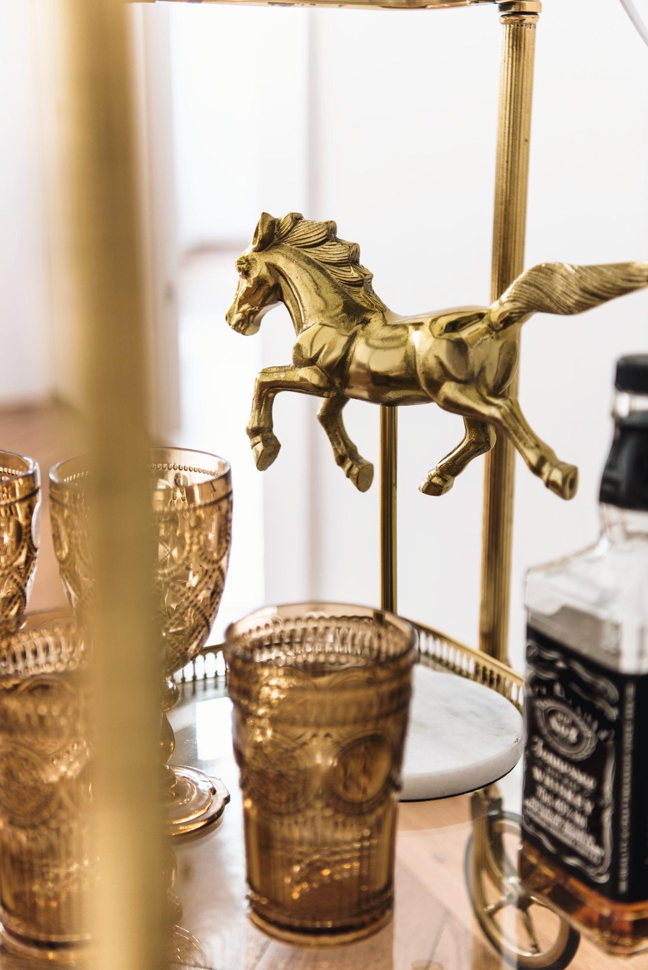 Servierwagen-gold-messing-antik-dekorieren-nina-fashiioncarpet-wohnungseinrichtung